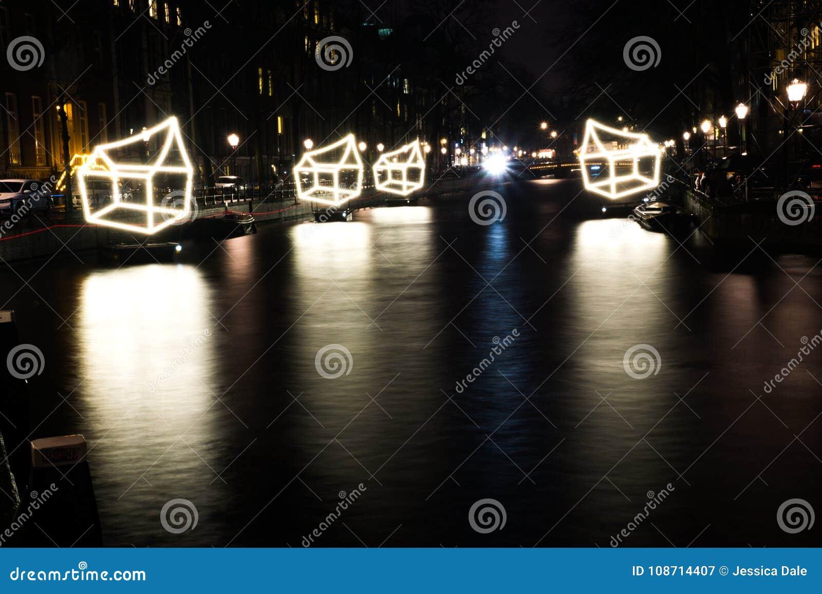 Kanalerna av Amsterdam, Nederländerna under det fetival av ljus