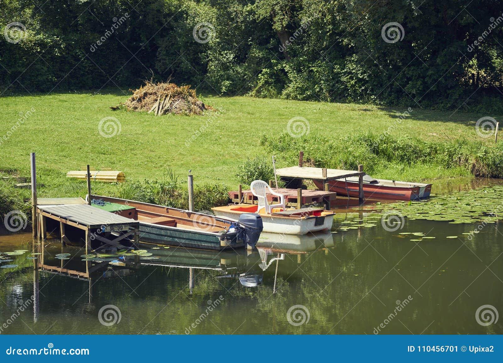 Kanalkustroddbåt tre