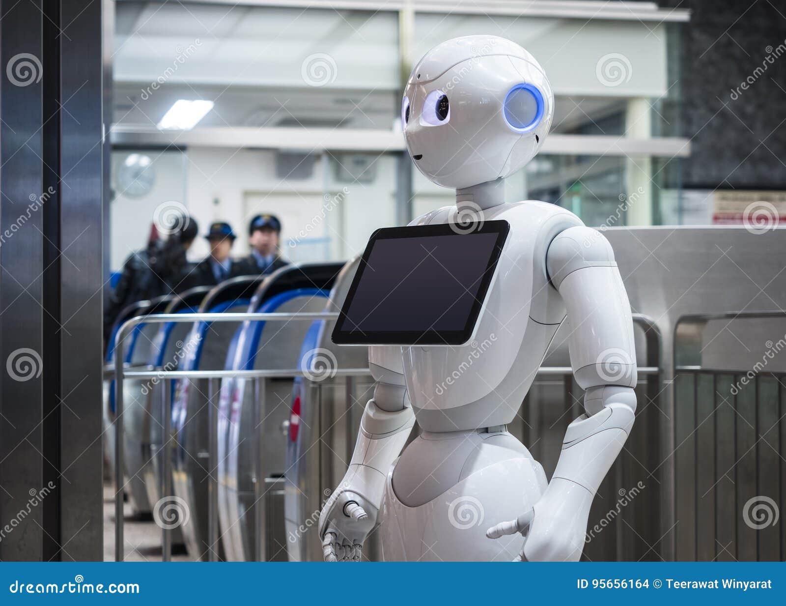 KANAZAWA, JAPAN - 11. APRIL 2017: Pfeffer-Roboter-Assistent mit Inf