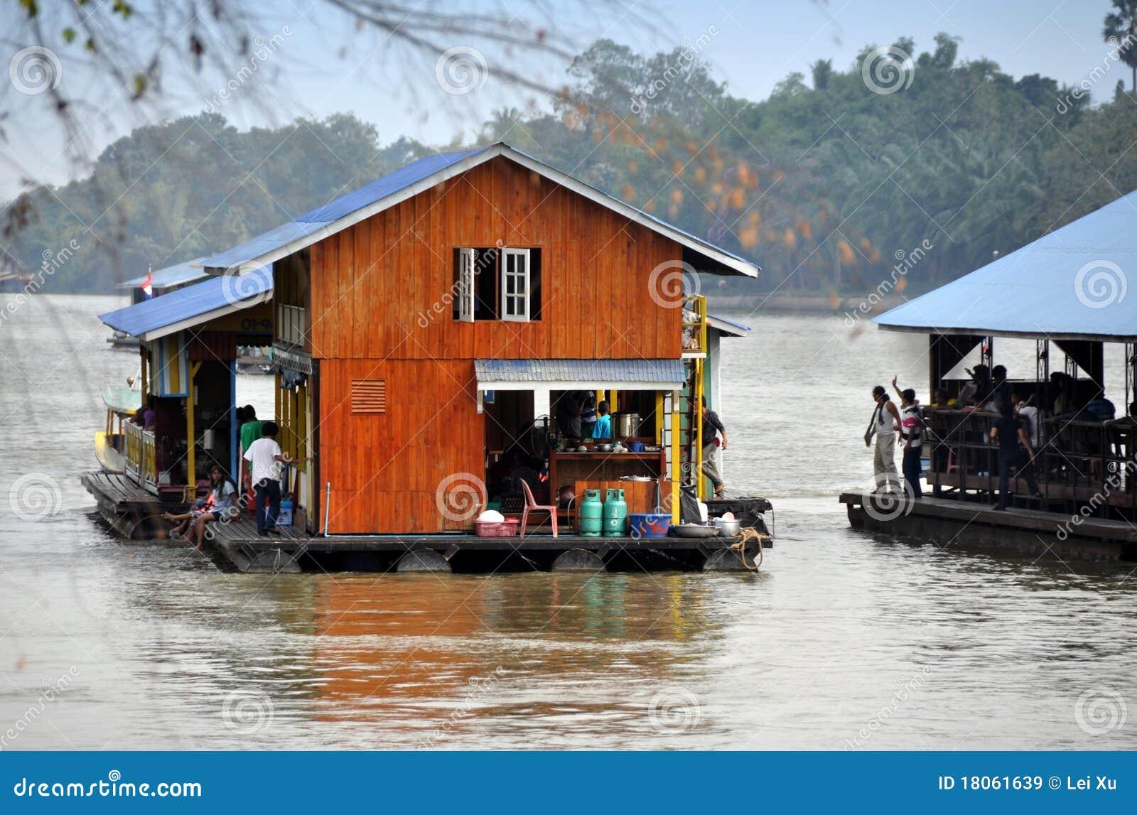Kanchanaburi Thailand  city pictures gallery : Kanchanaburi, Thailand: Fluss Kwai Hausboote Redaktionelles Stockbild ...