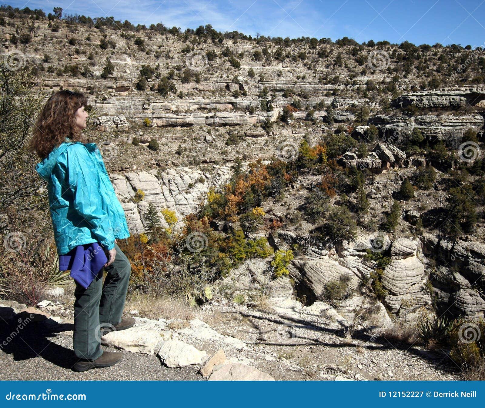 Kanjonen fotvandrar valnötkvinnan