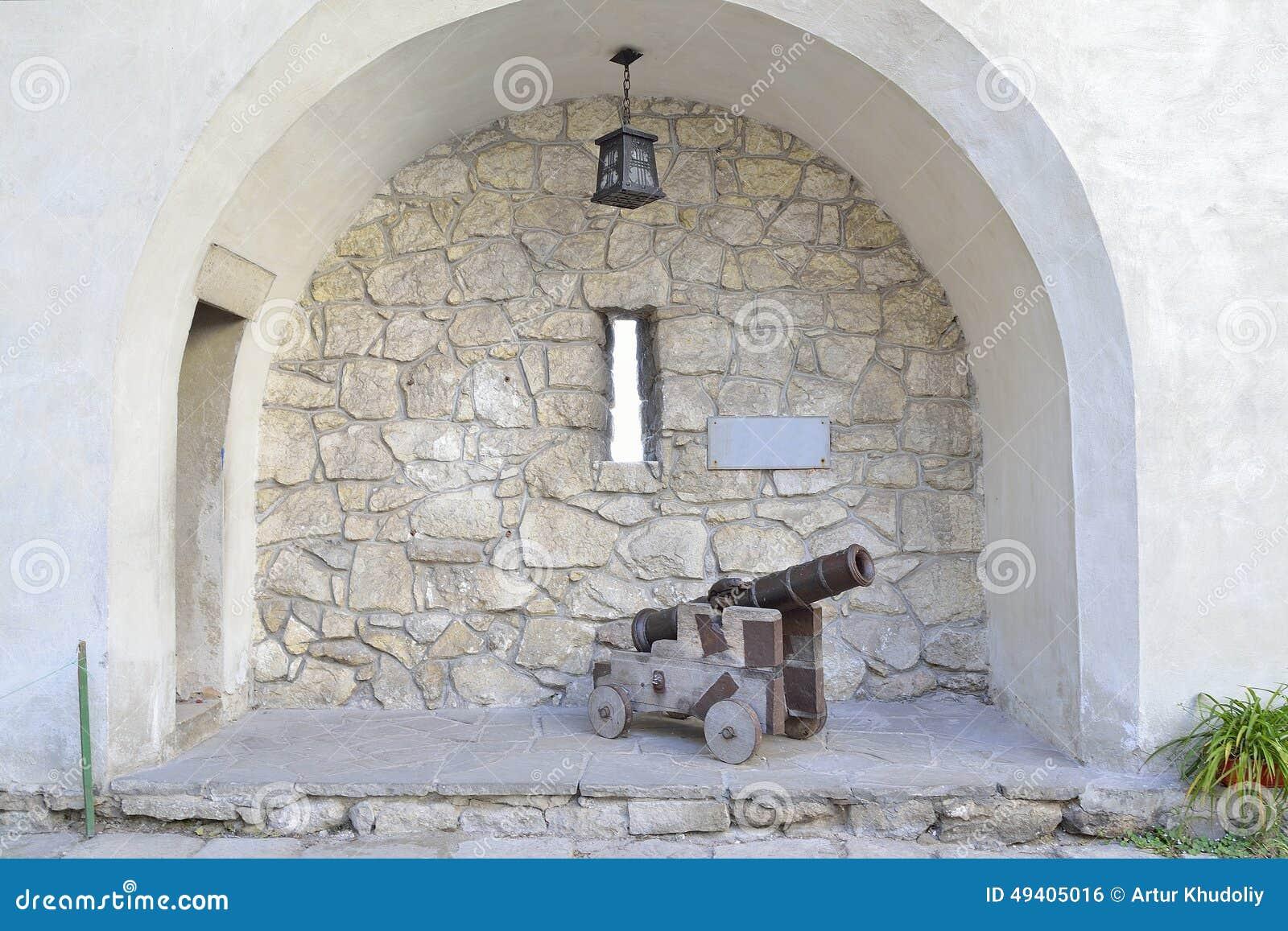 Download Kanone an der Nische stockfoto. Bild von verstärkung - 49405016