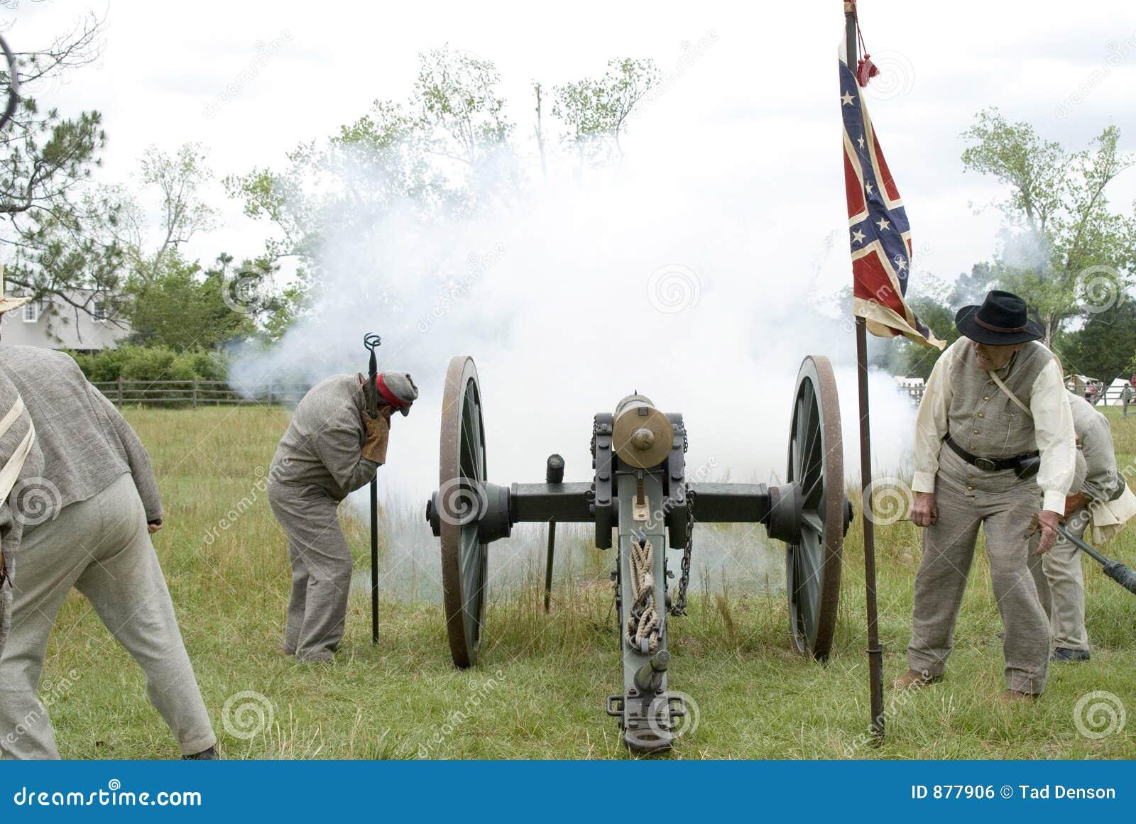 Kanonu reenactment wybuchu wojny domowej