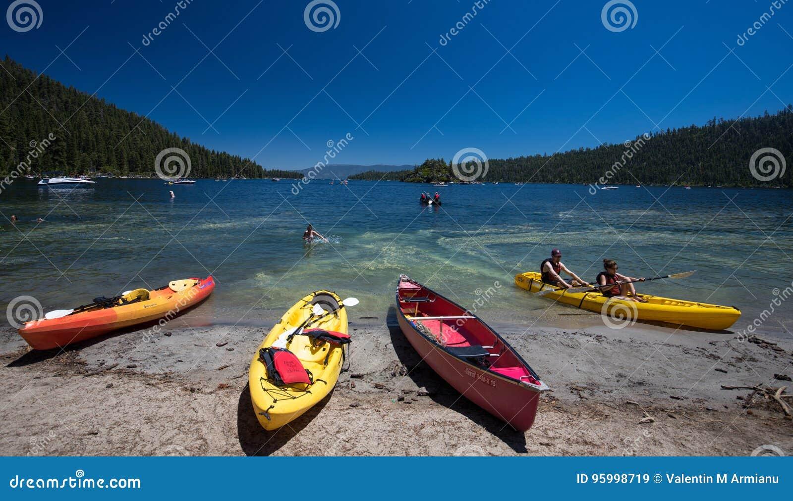 Kanot på stranden Lake Tahoe, Kalifornien