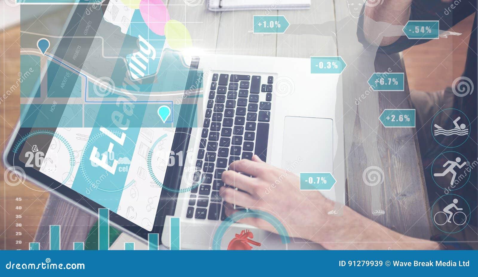 Kantjusterad bild av mannen som lär från netto att använda bärbara datorn