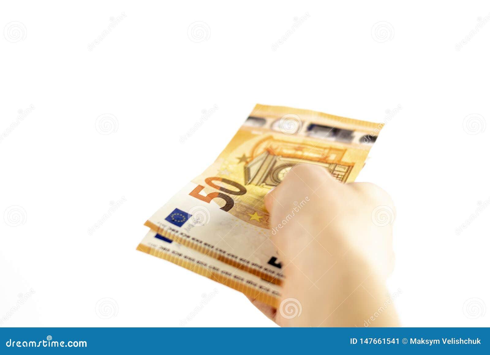 Kantjusterat skott av en oigenk?nnlig sedel f?r euro f?r kvinnahandinnehav