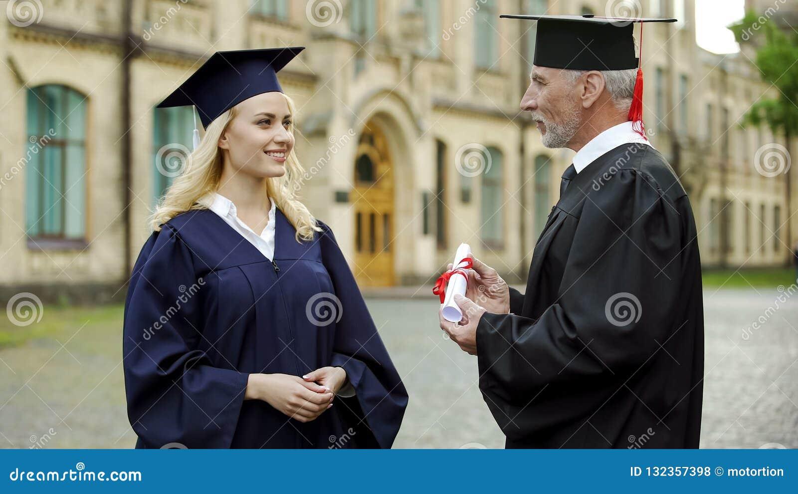 Kanzler der Universität Diplom gebend Schulabgänger, erfolgreiche Zukunft