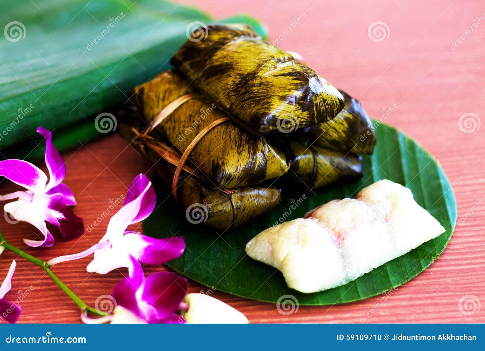 Kao汤姆泥包裹与香蕉叶子 泰国的点心