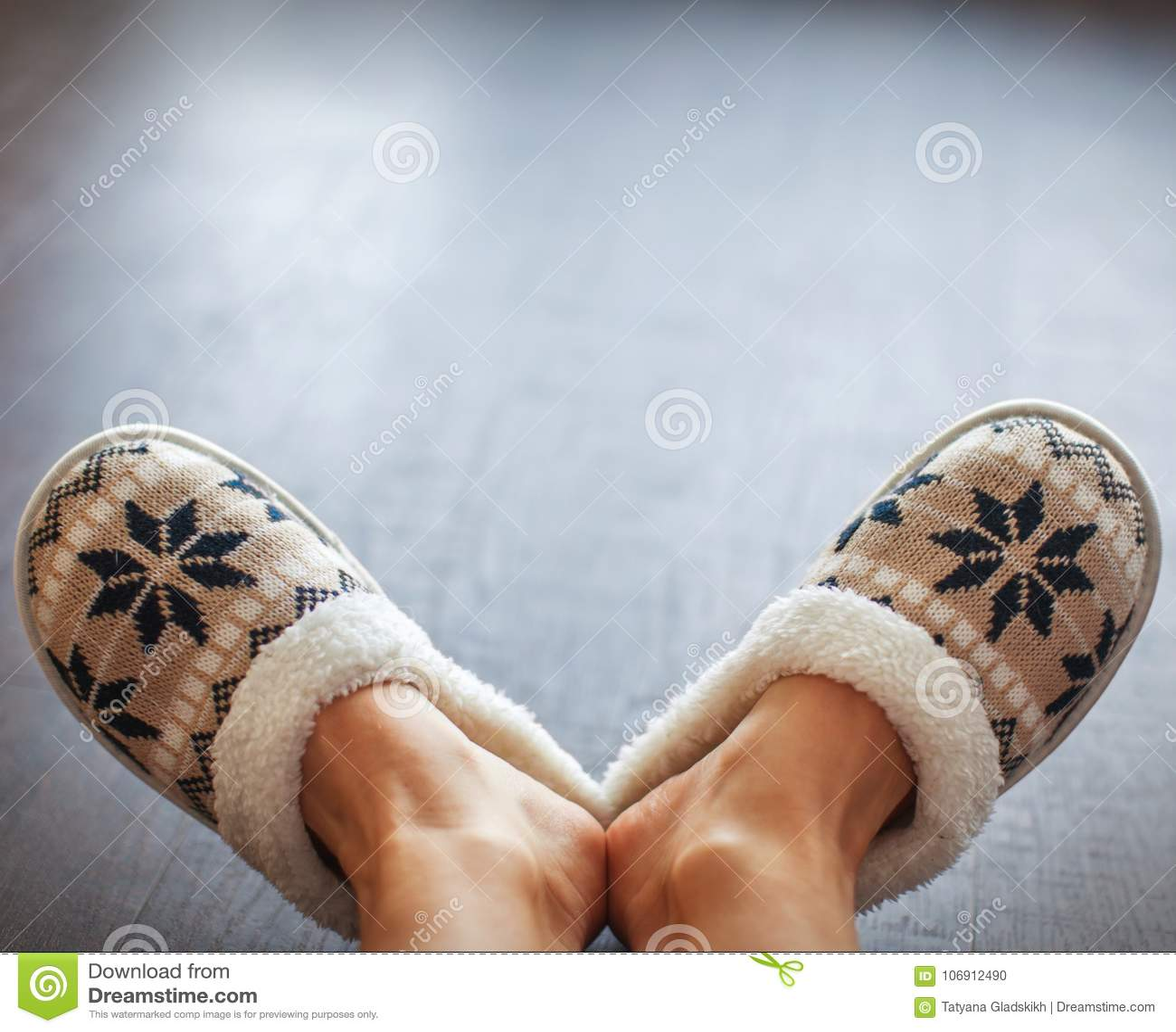 Kapcie na kobiety ` s nogach