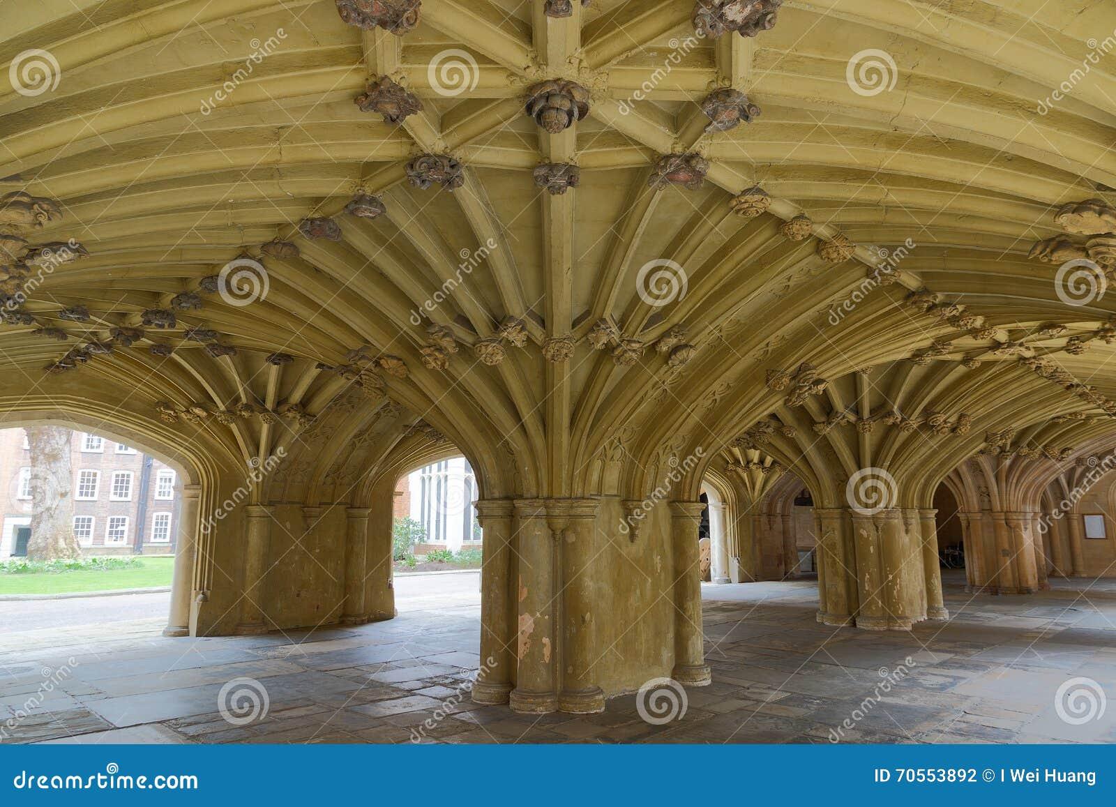 Kaplicy Undercroft Lincolns austeria Londyn