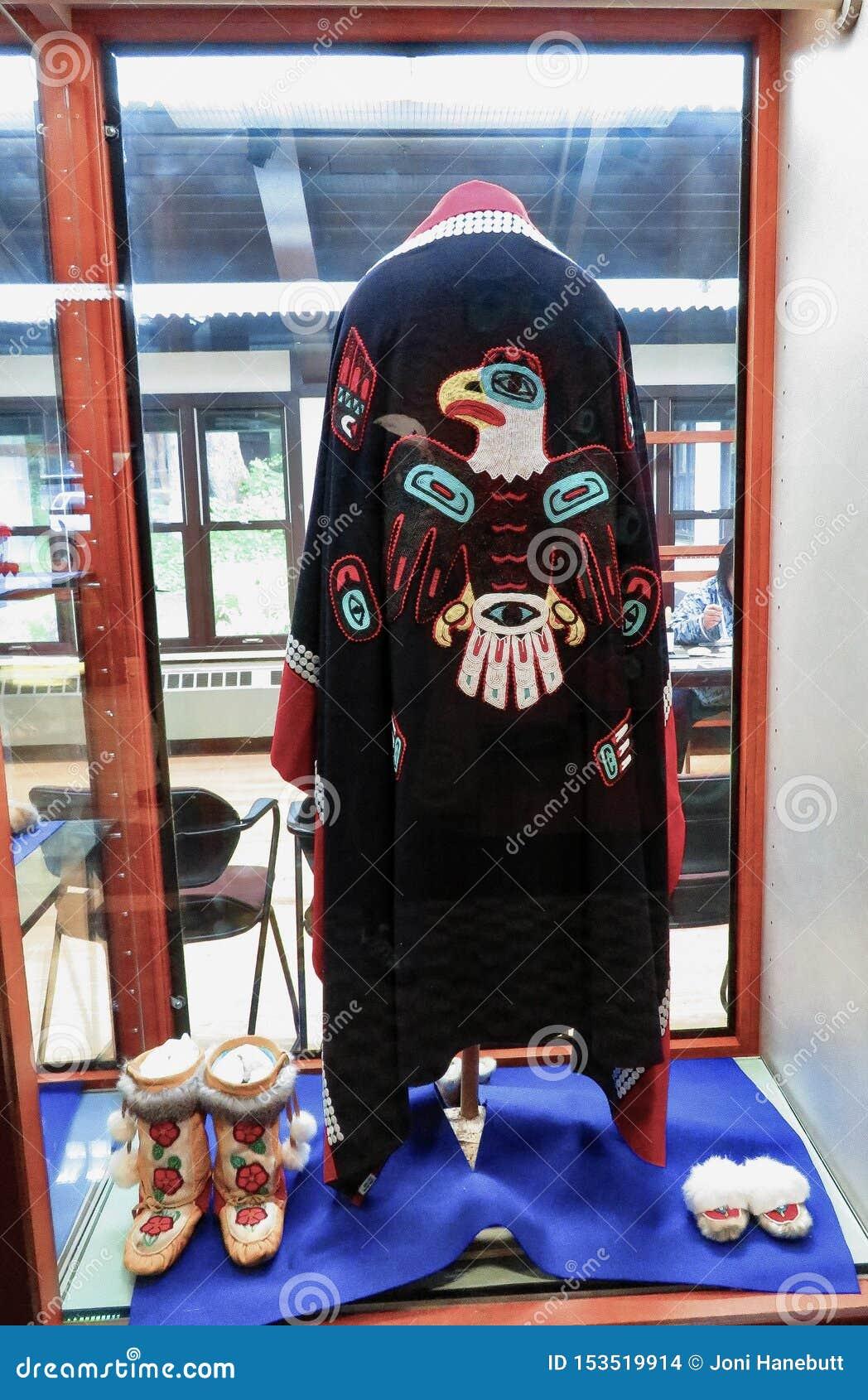 Kappa, häftklammermatare och kängor för alaskabo indian stam-