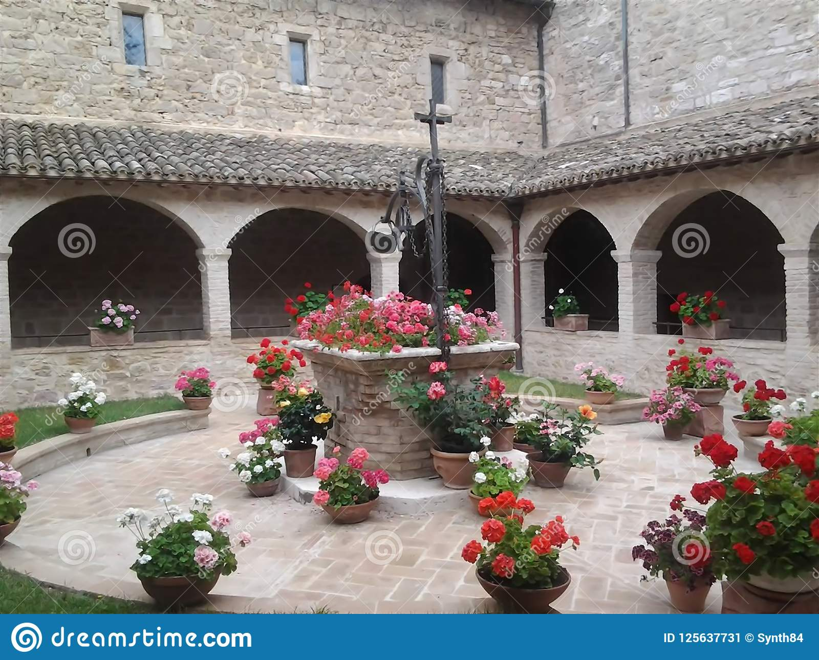 Kapseln Sie Basilika von ` Assisi Sans Francesco d ab