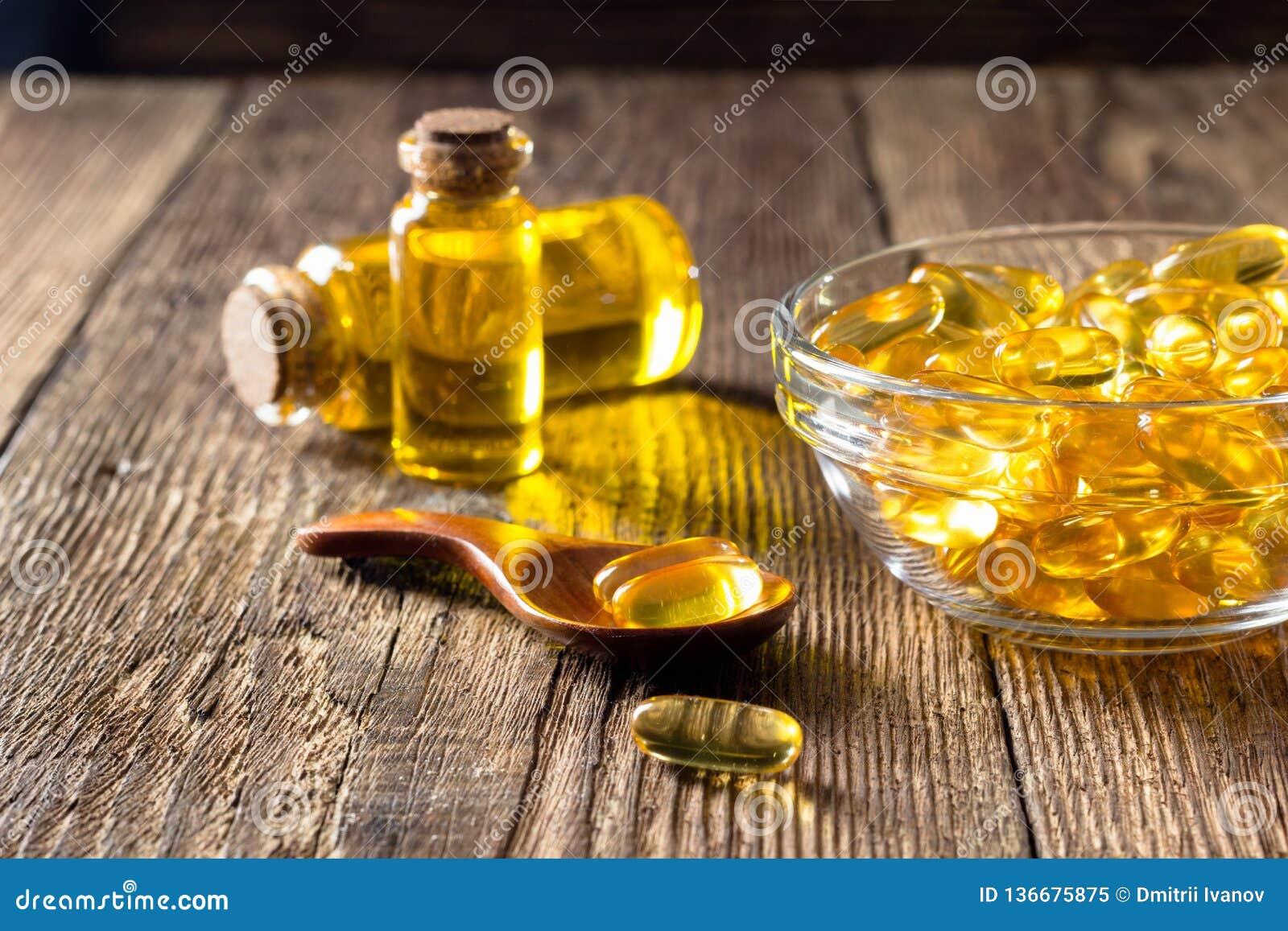 Kapslar för fiskolja på trätabellen, tillägg för vitamin D