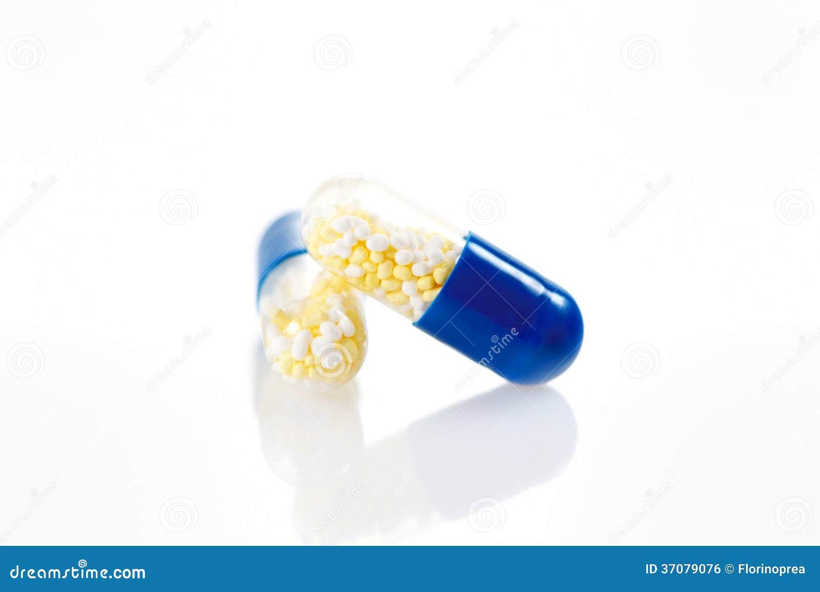 Download Kapsuł Pigułki Odizolowywać Na Białym Tle Zdjęcie Stock - Obraz złożonej z bezprawny, nałóg: 37079076
