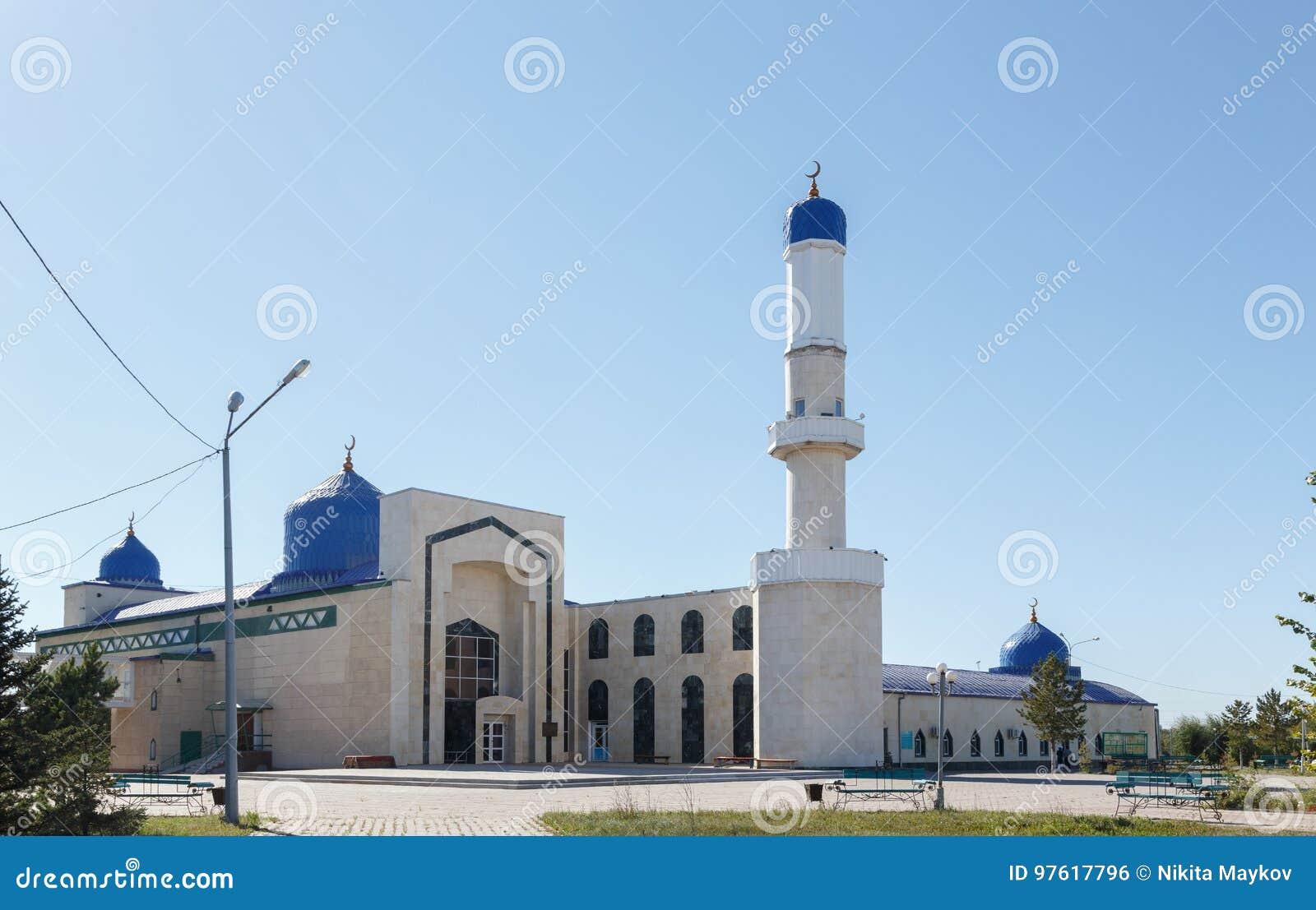 Karaganda, Cazaquistão - 1º de setembro de 2016: Mesquita da cidade de Karaganda