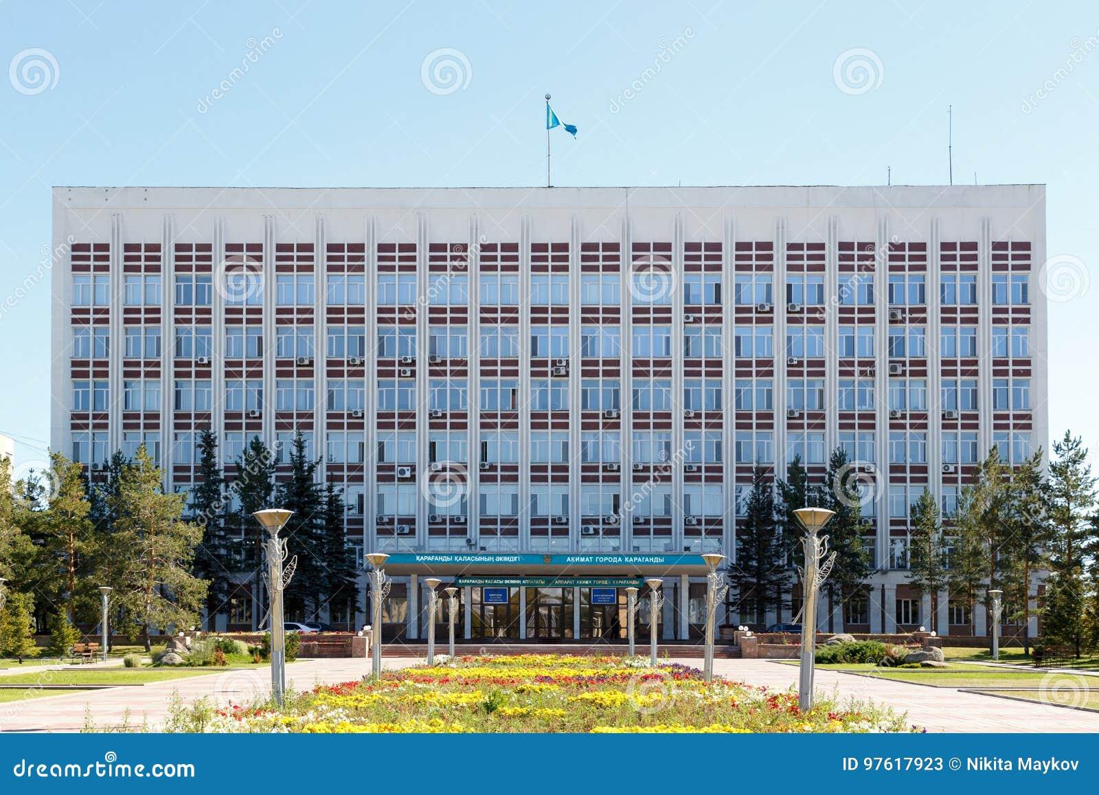 Karaganda, Kazachstan - September 1, 2016: Akimat van Karaganda