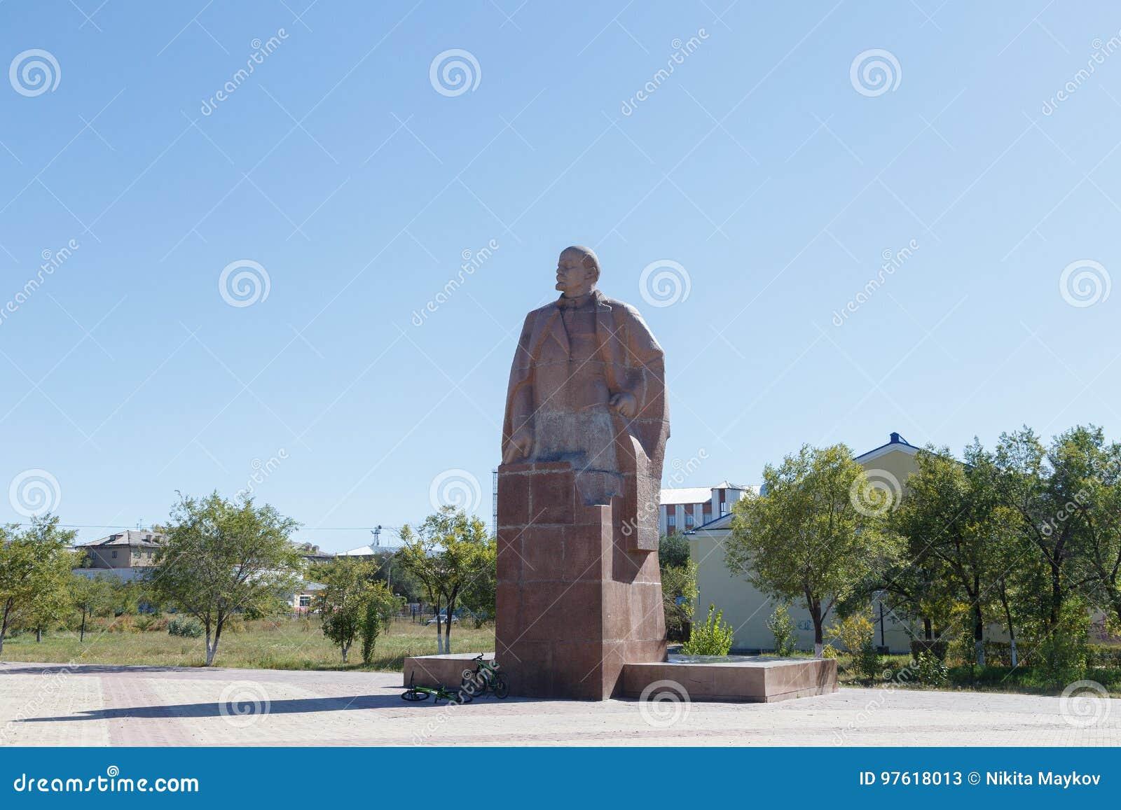 Karaganda, Kazajistán - 1 de septiembre de 2016: Monumento VI Lenin