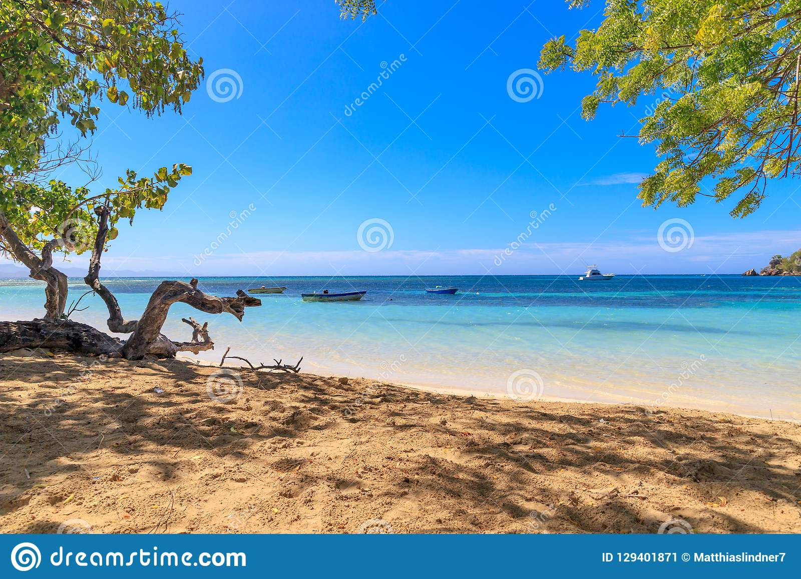 Karaiby plaża z łodziami rybackimi przy Playa losem angeles Ensenada, Dominic
