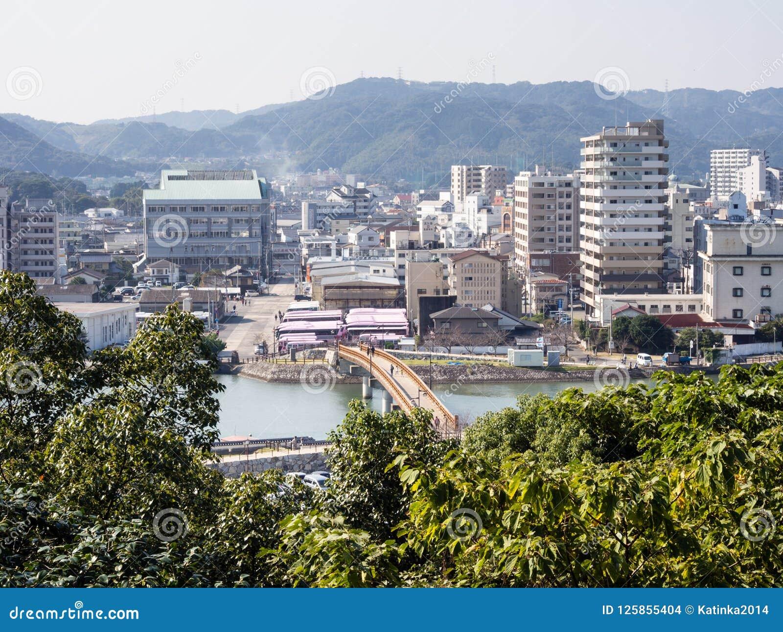 Karatsu stadssikt i morgonen