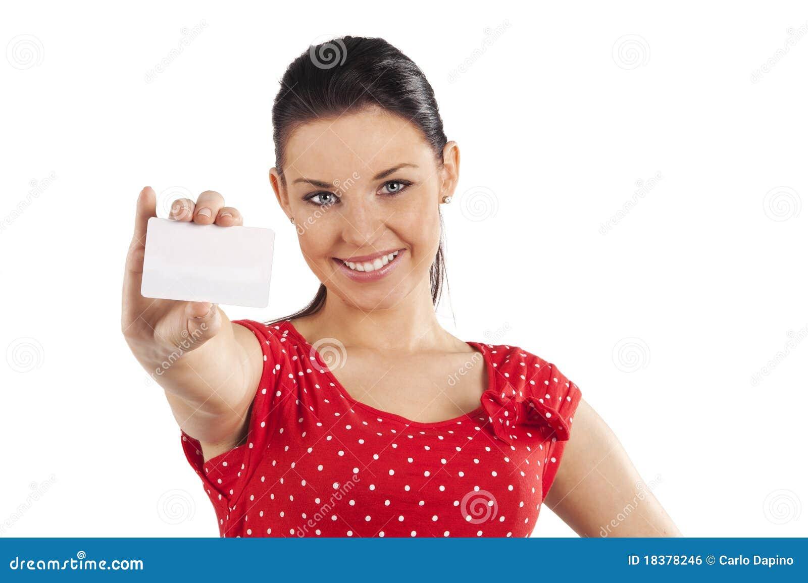 Karciana uśmiechnięta kobieta
