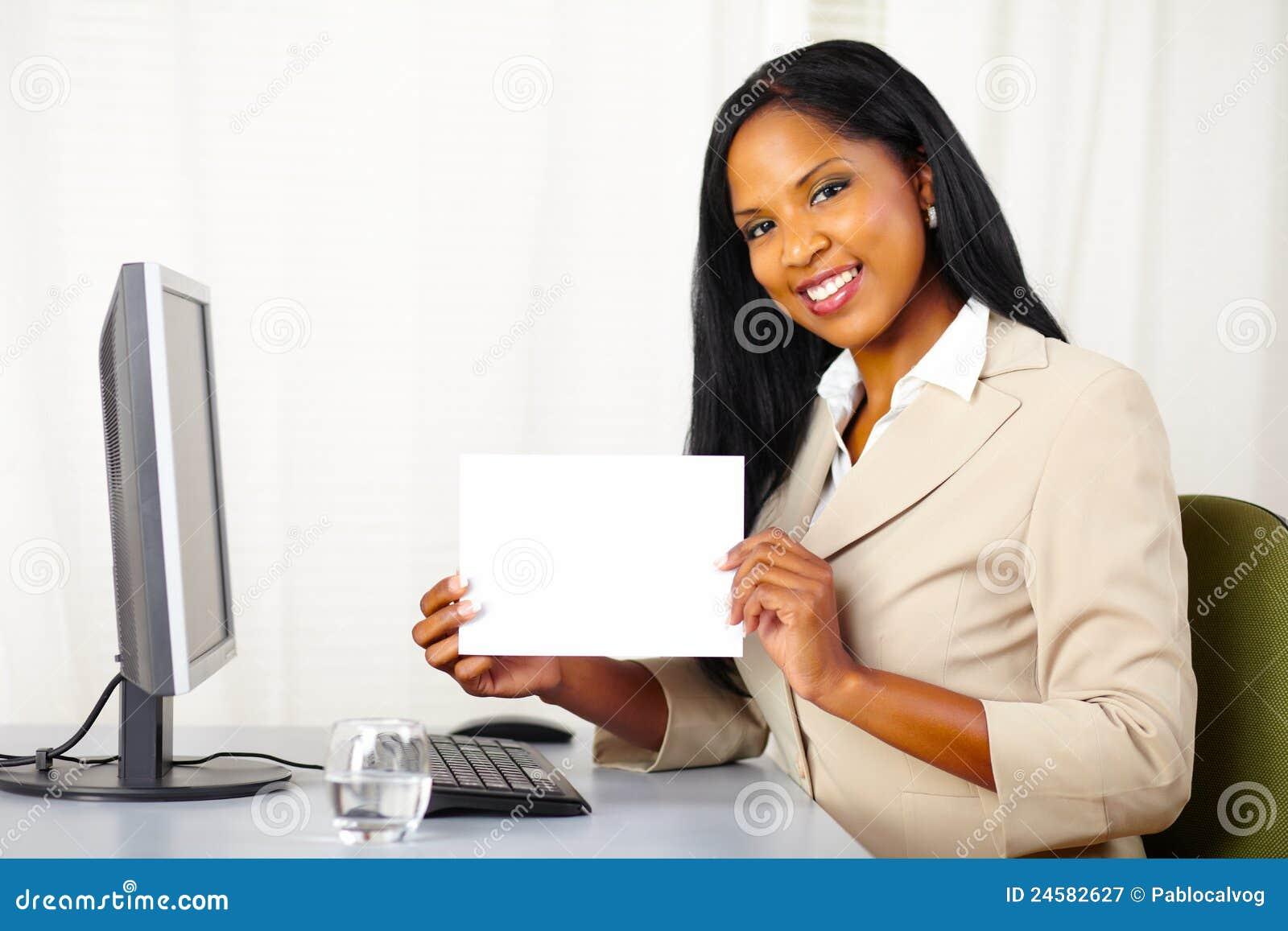Karciana wykonawcza pokazywać biała kobieta