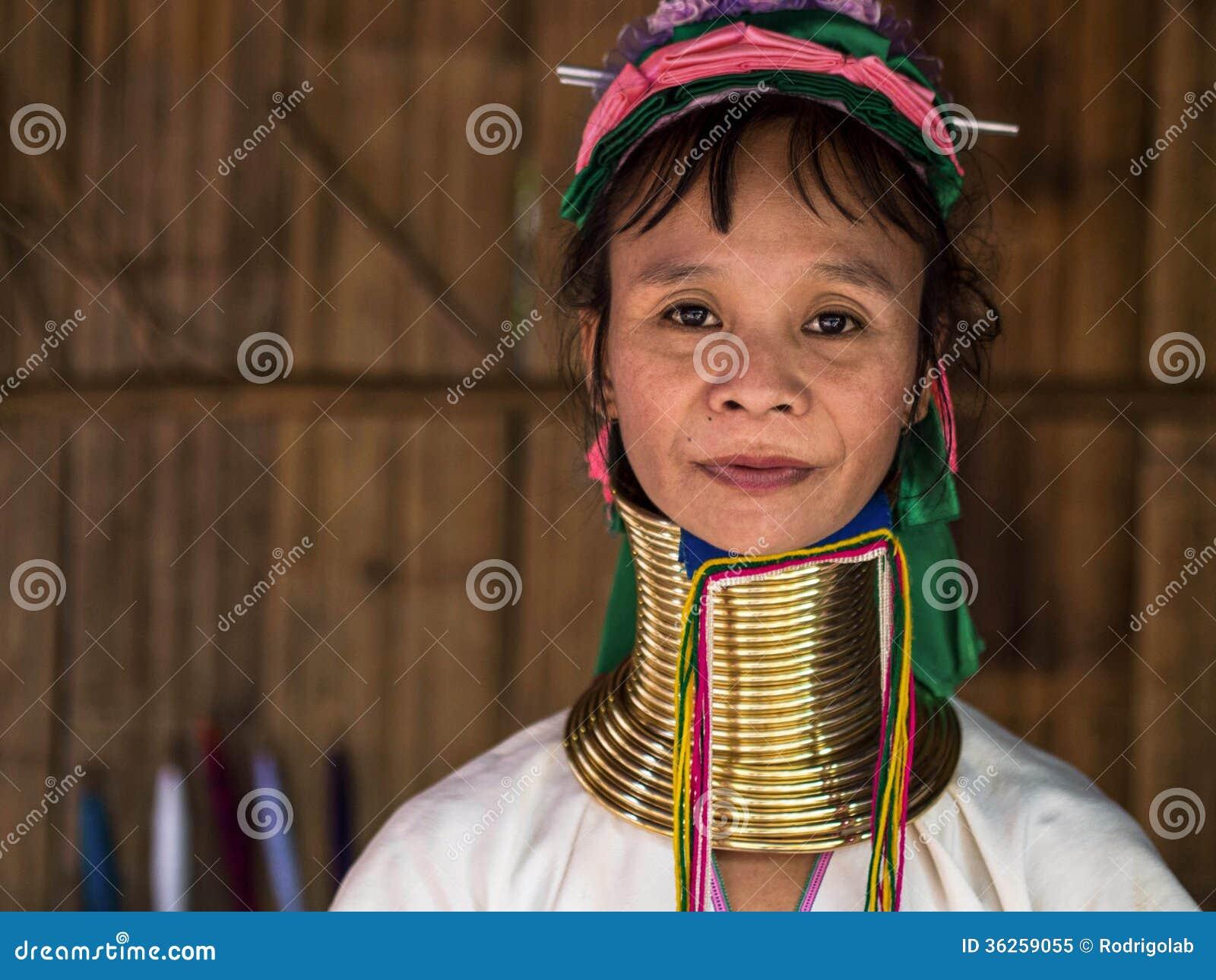 Karen Long Neck Woman in het Dorp van de Heuvelstam