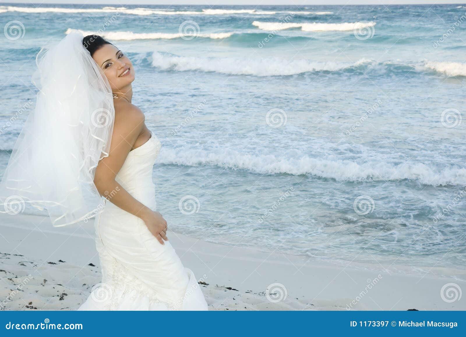 Karibische Strand-Hochzeit - Braut-Aufstellung