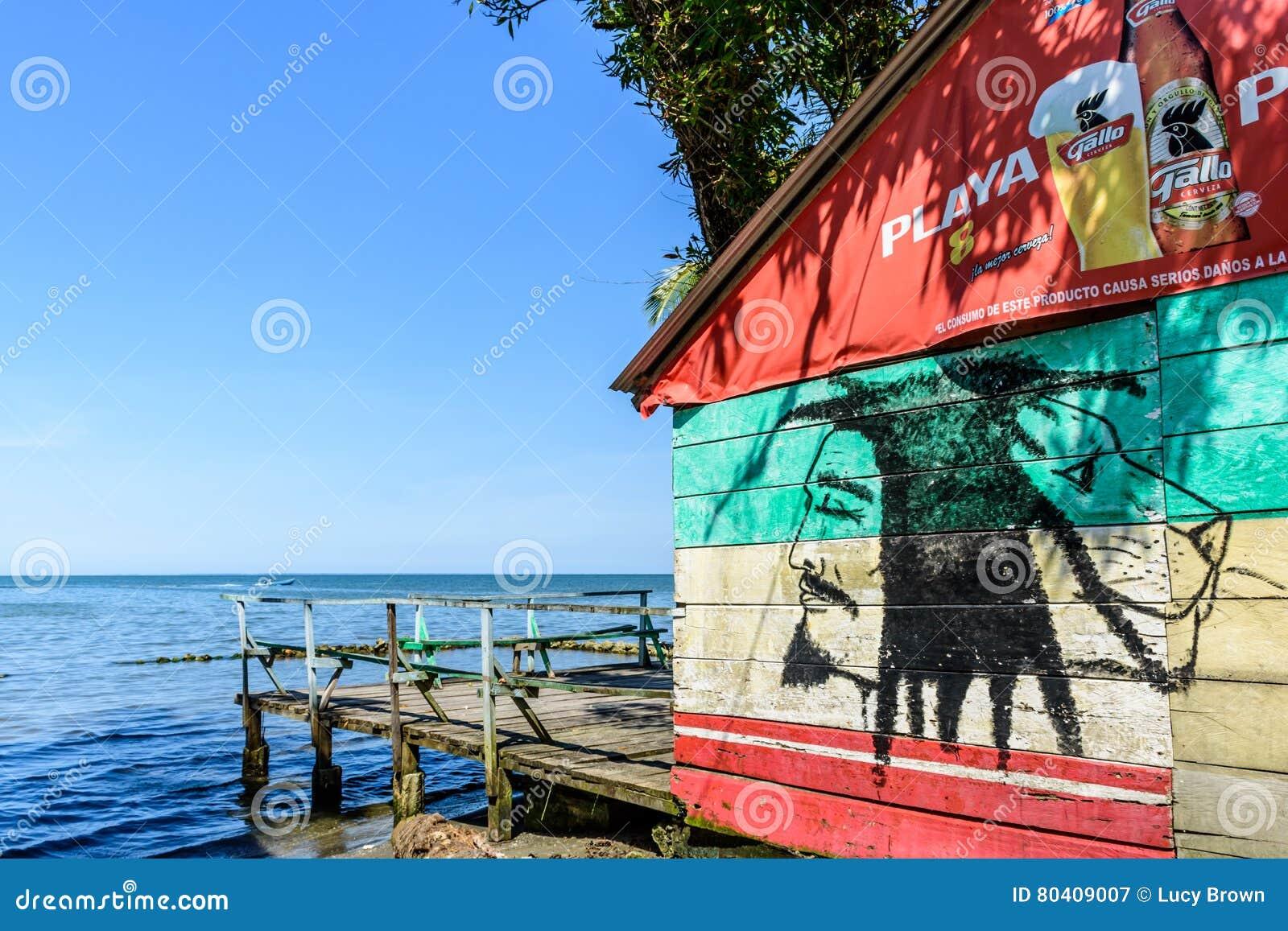 Karibisk beachside stång, Livingston, Guatemala