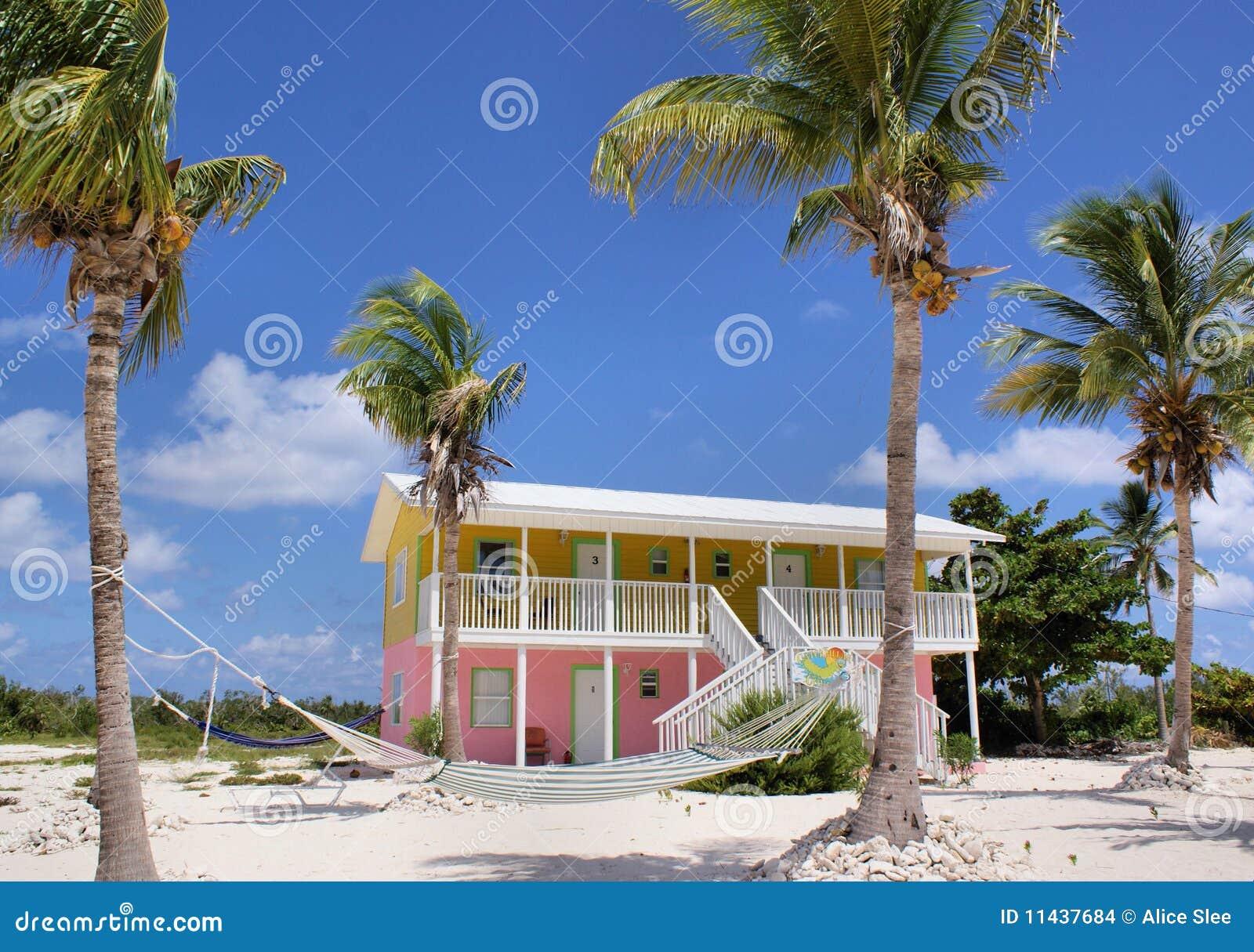 Karibiskt färgglatt hus för strand
