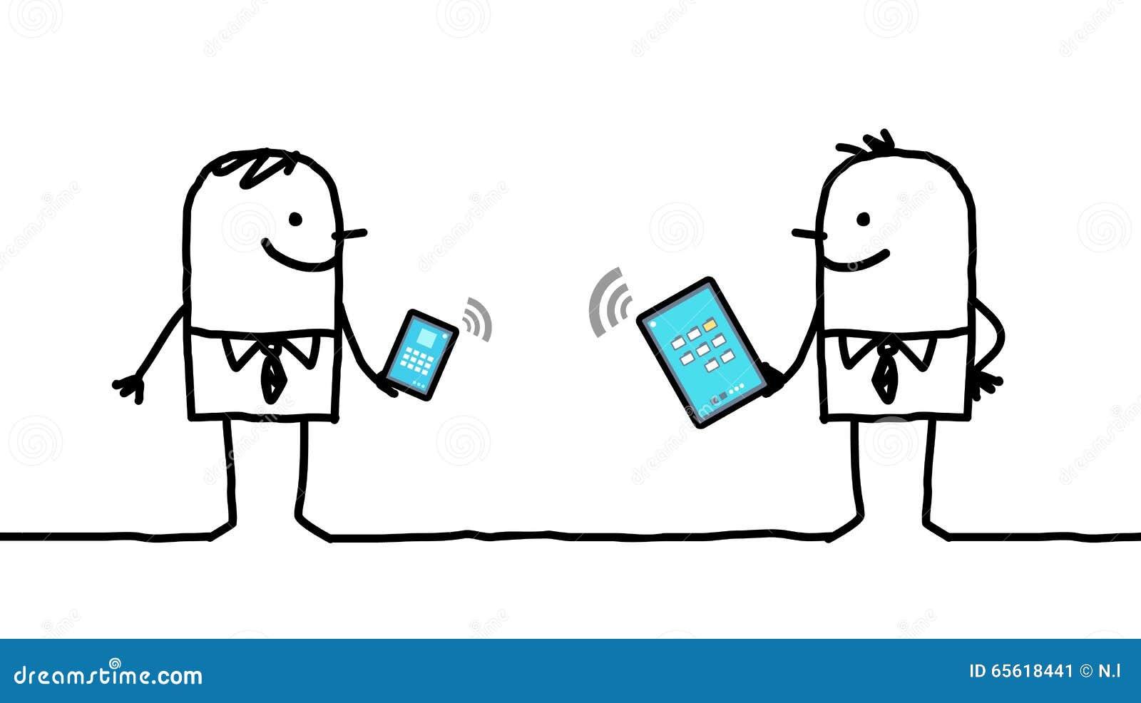 Karikaturgeschäftsmänner schlossen an digitale Tablette und an Telefon an