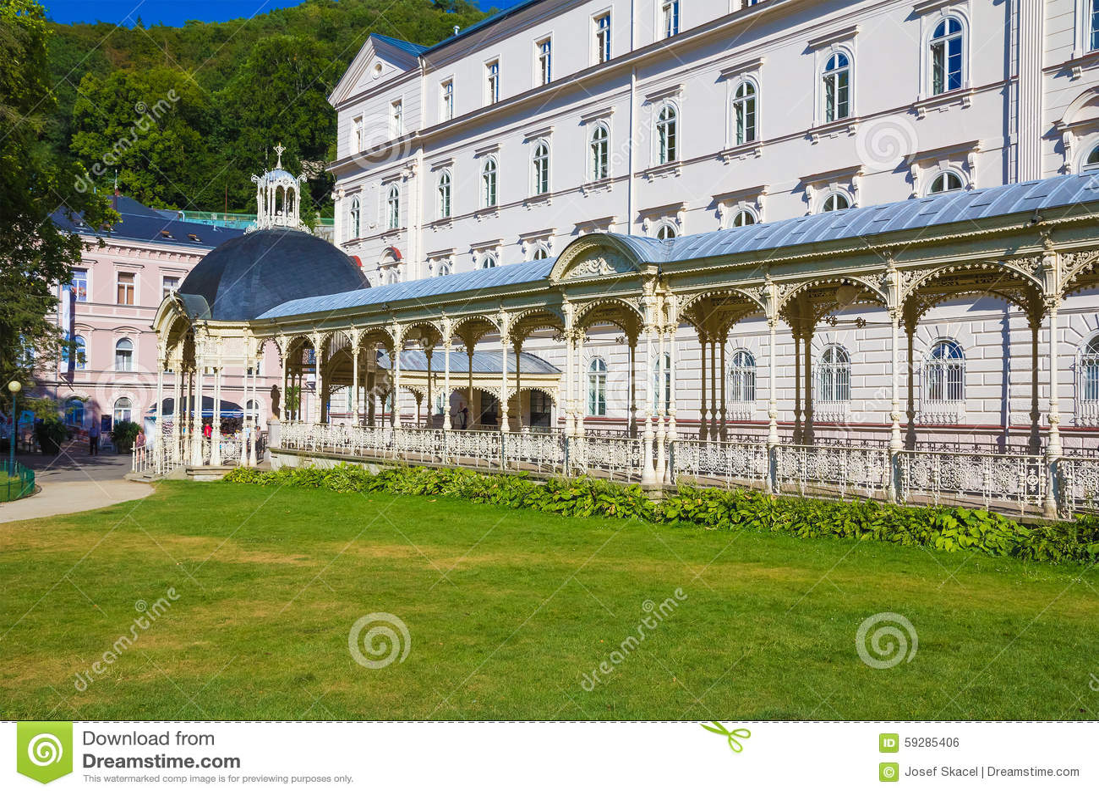 Karlovy меняет - kolonada Sadova, колоннаду Карлсбада - Sadova, чехию