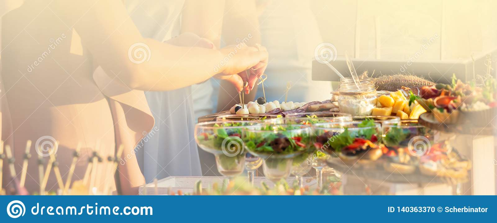 Karmowej catering kuchni bufeta przyjęcia Kulinarny Wyśmienity pojęcie przy słonecznym dniem