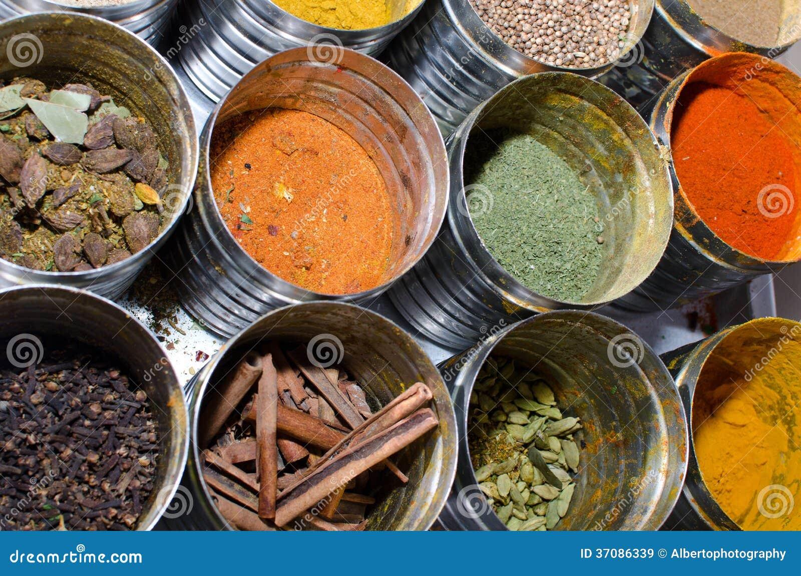 Download Karmowi condiments obraz stock. Obraz złożonej z chili - 37086339