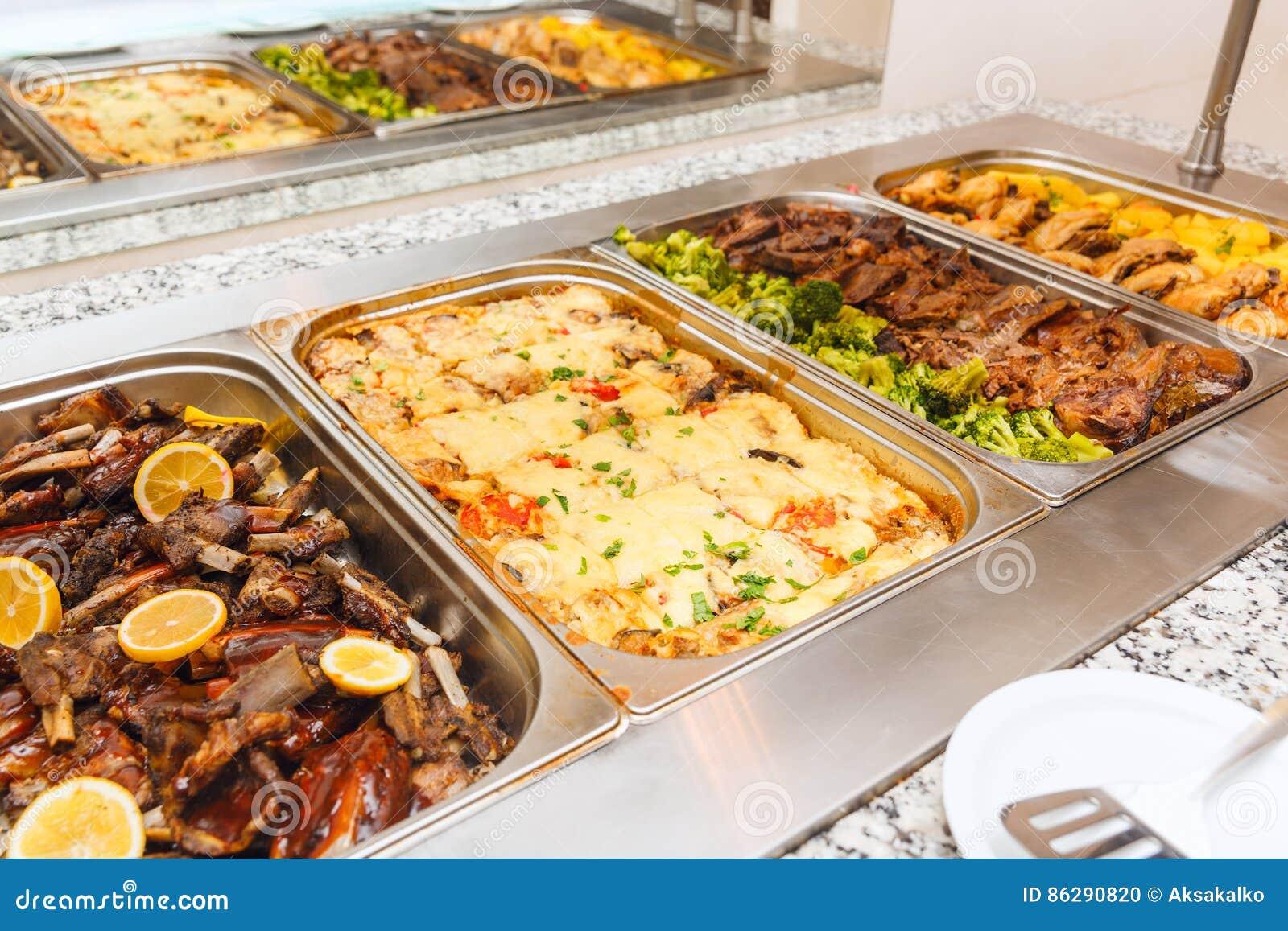Karmowy bufet jaźni usługa lunch lub gość restauracji