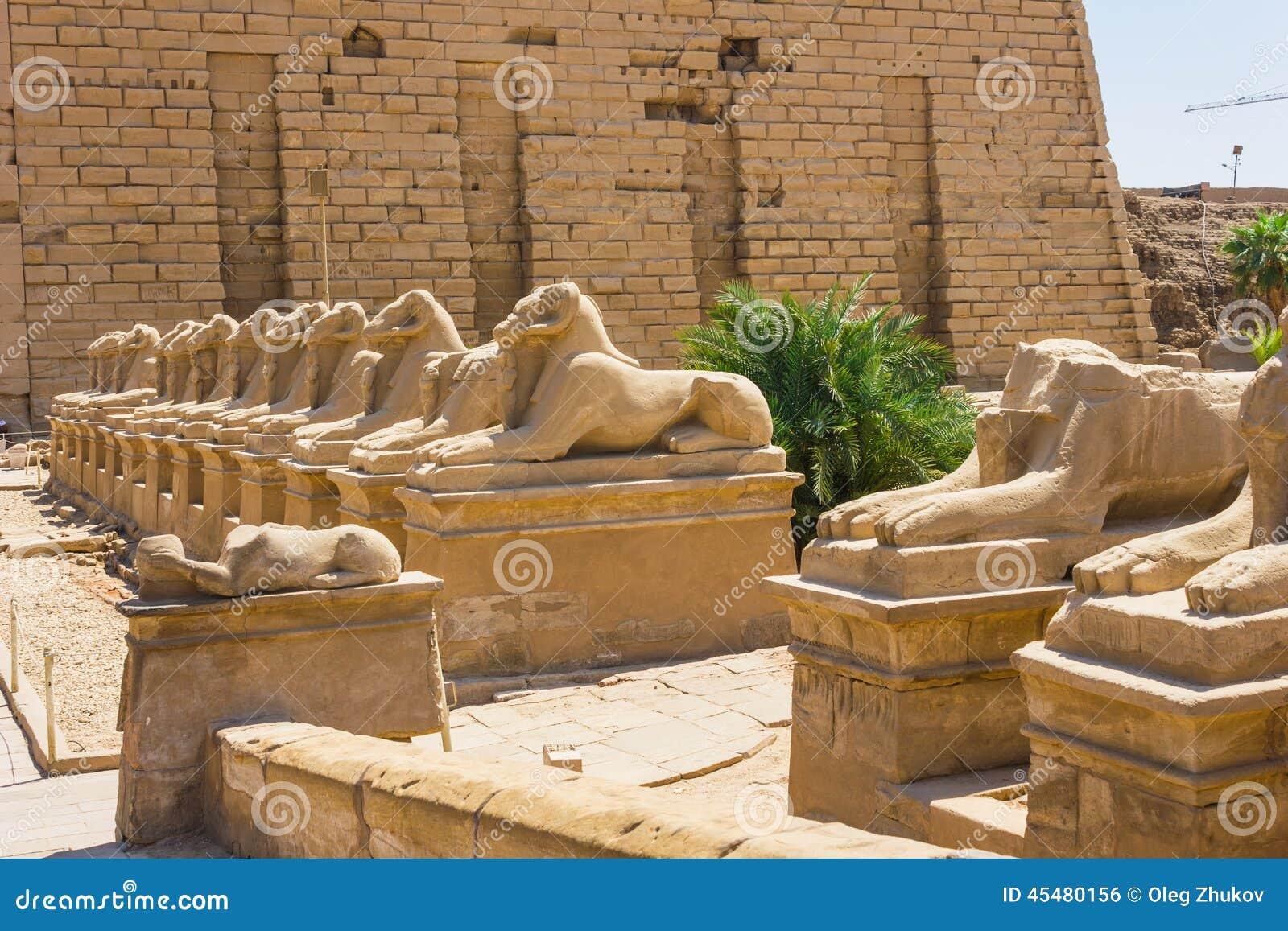 Karnak寺庙古老废墟在埃及