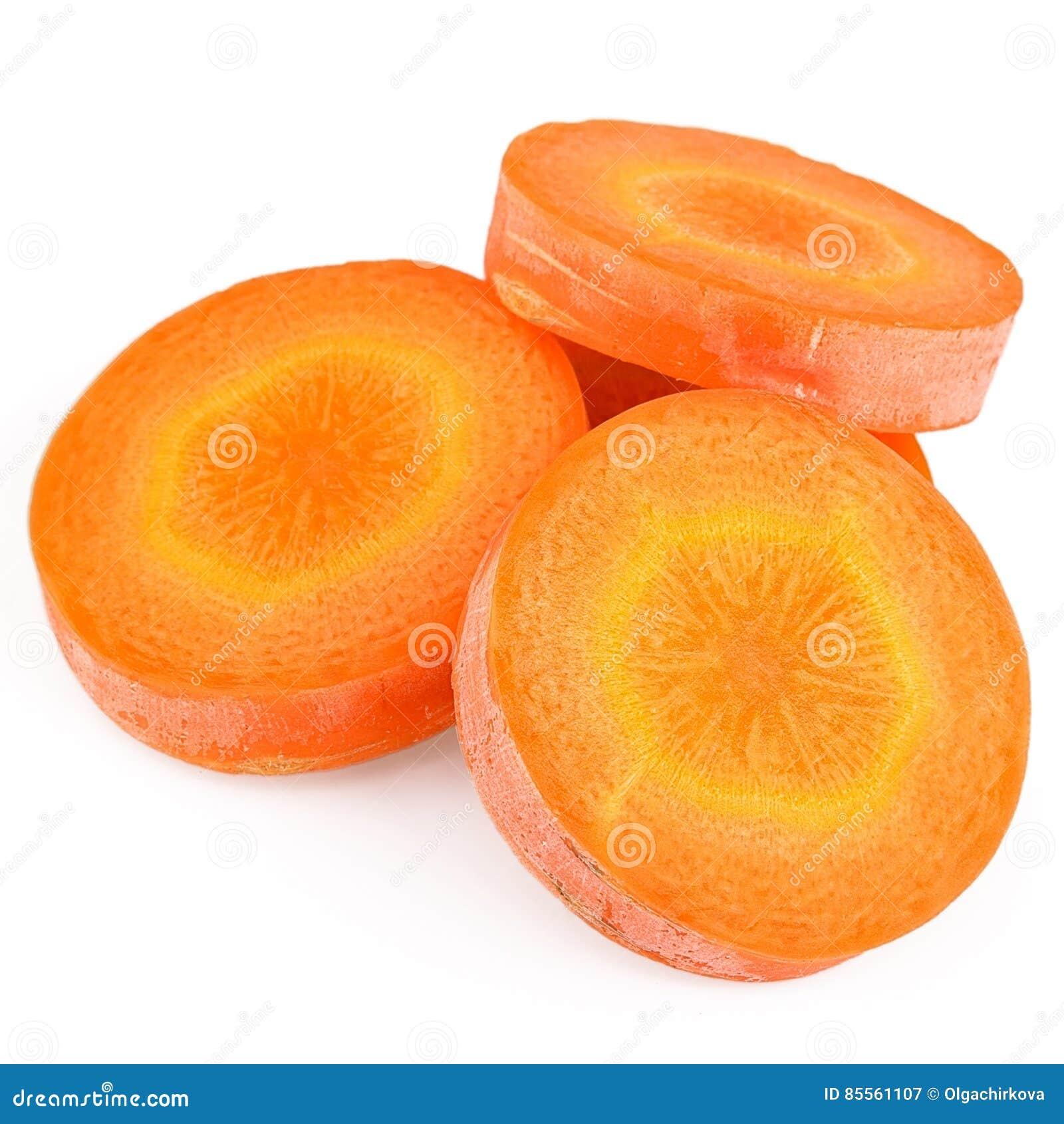 Karottenscheibe lokalisiert auf weißem Hintergrund