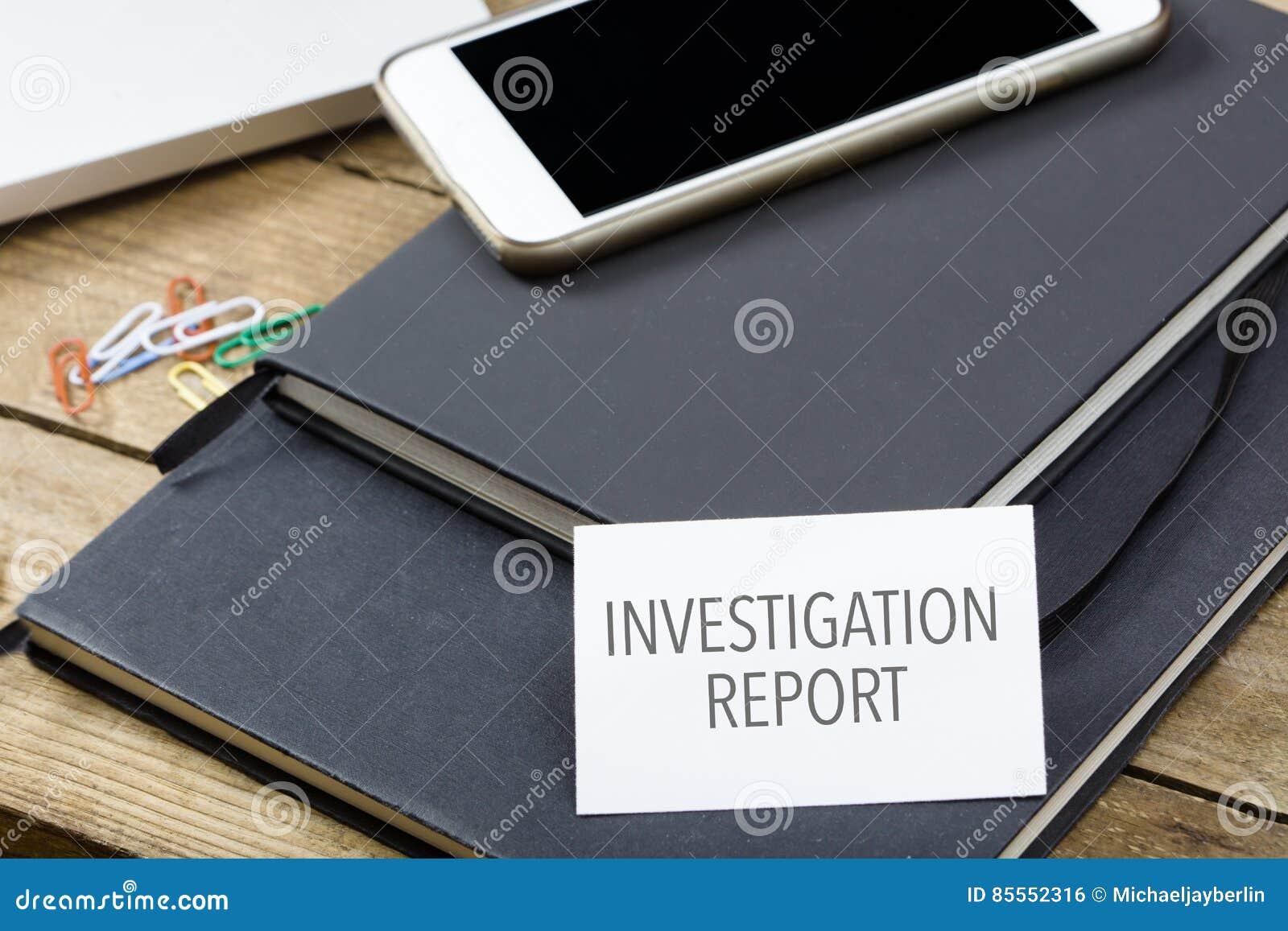 Karte, die Untersuchungs-Bericht über Notizblock sagt