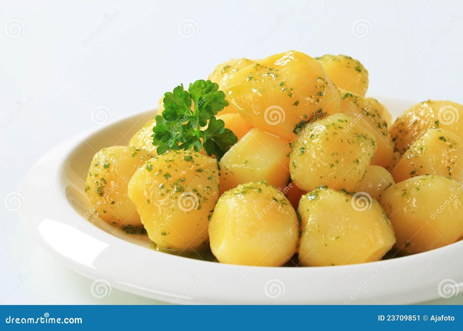 Kartoffeln mit butter und petersilie stockbild bild von - Butter pomme de terre ...