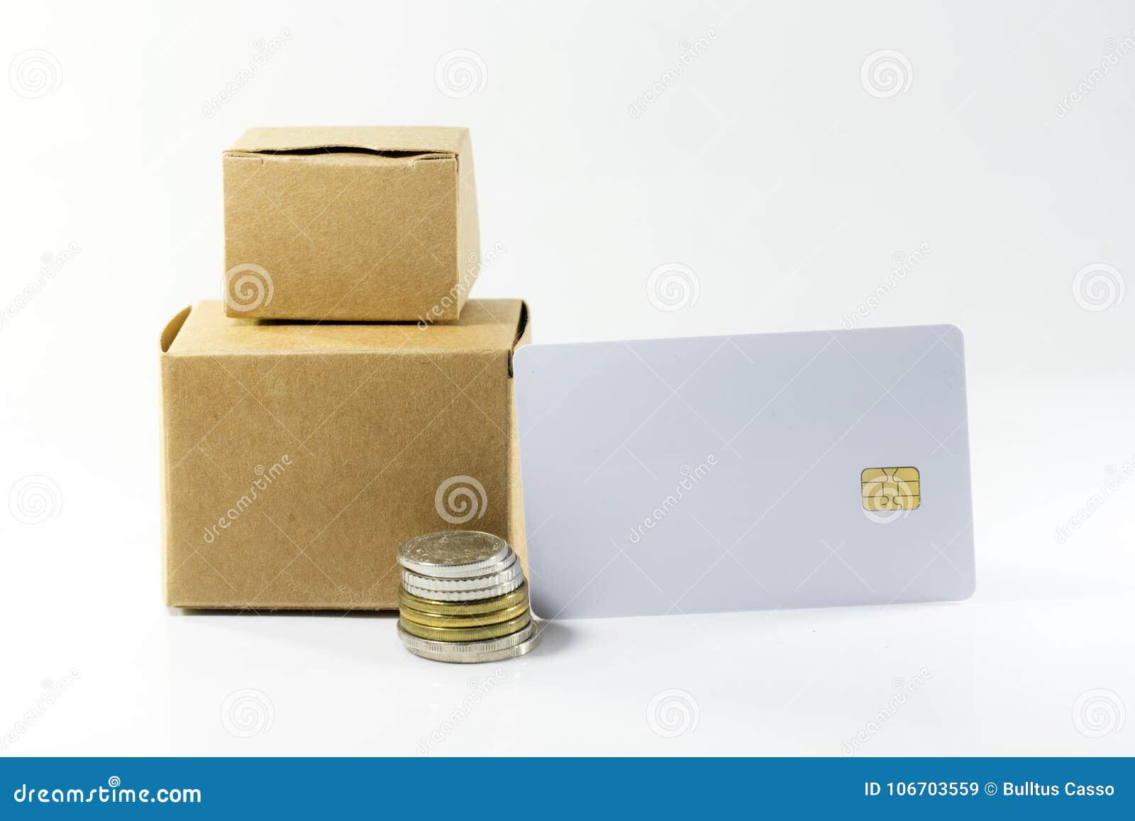 Kartondoos met Muntstukken en creditcards