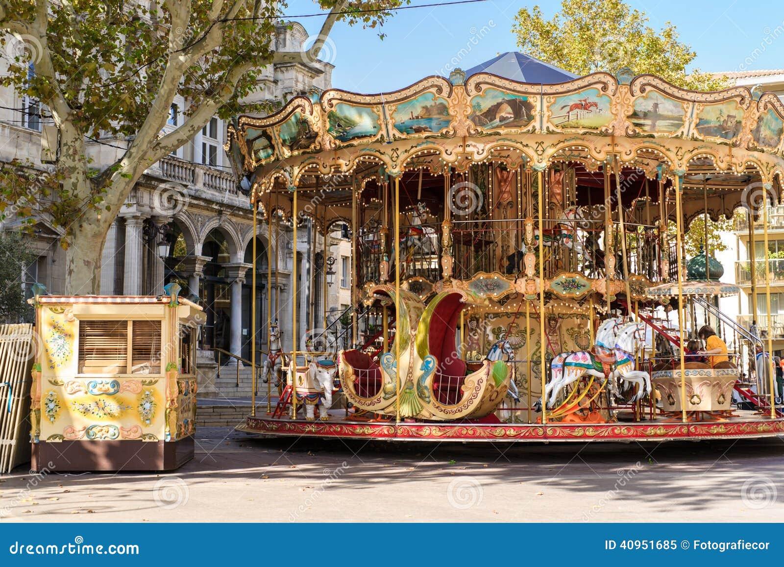 Karusell nära den Palais desen Papes i Avignon Frankrike