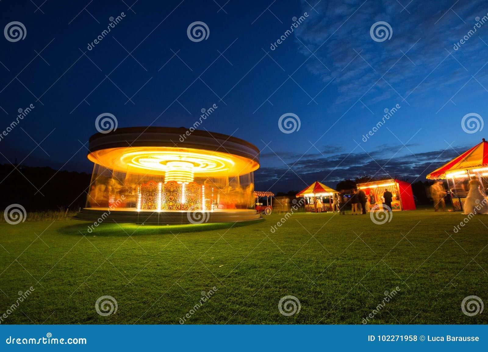 Karussell nachts mit Funfair