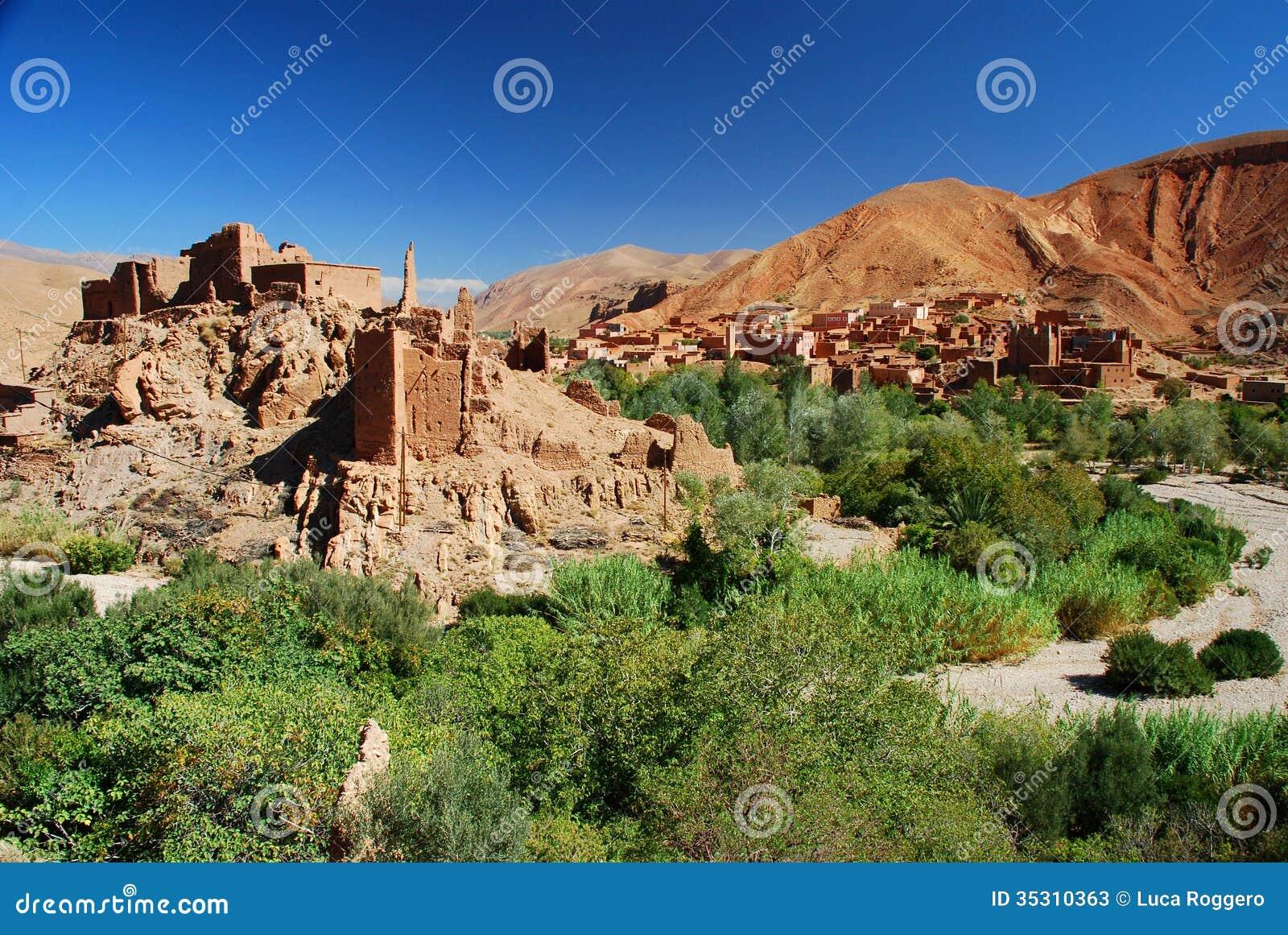 Kasbah dans les ruines. Gorges de Dades, Maroc