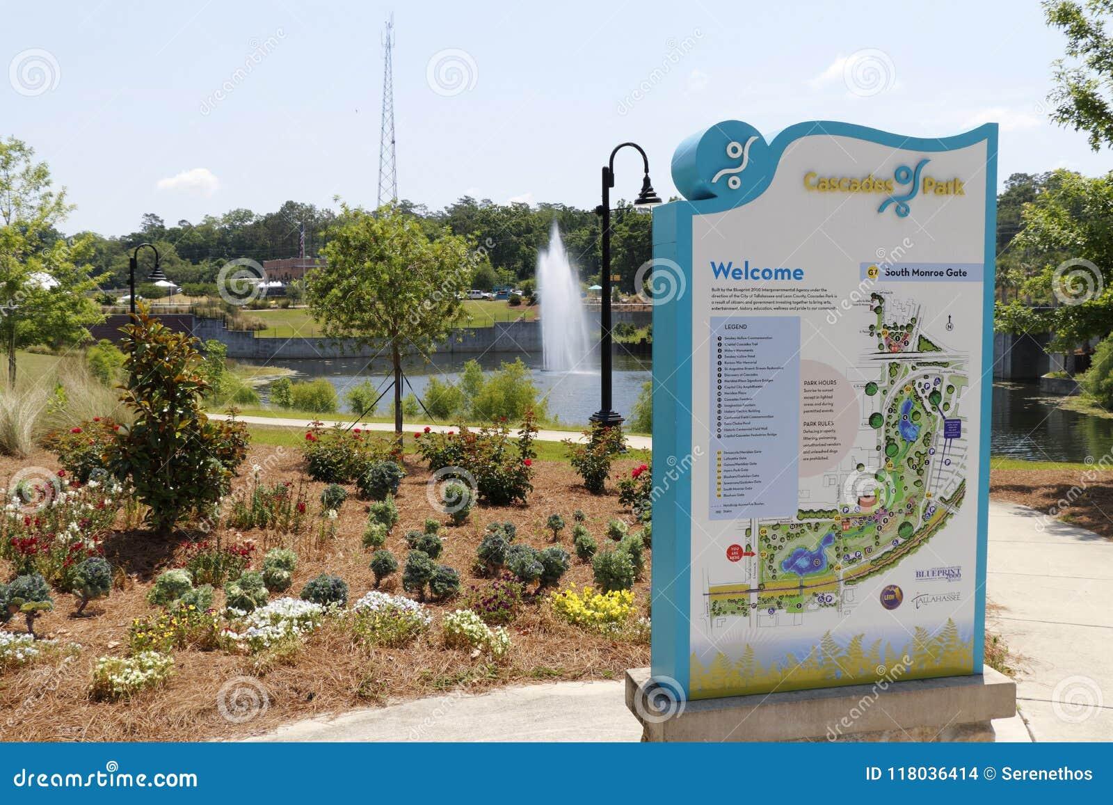Kaskaden-Park-Eingangs-Zeichen und Landschaft