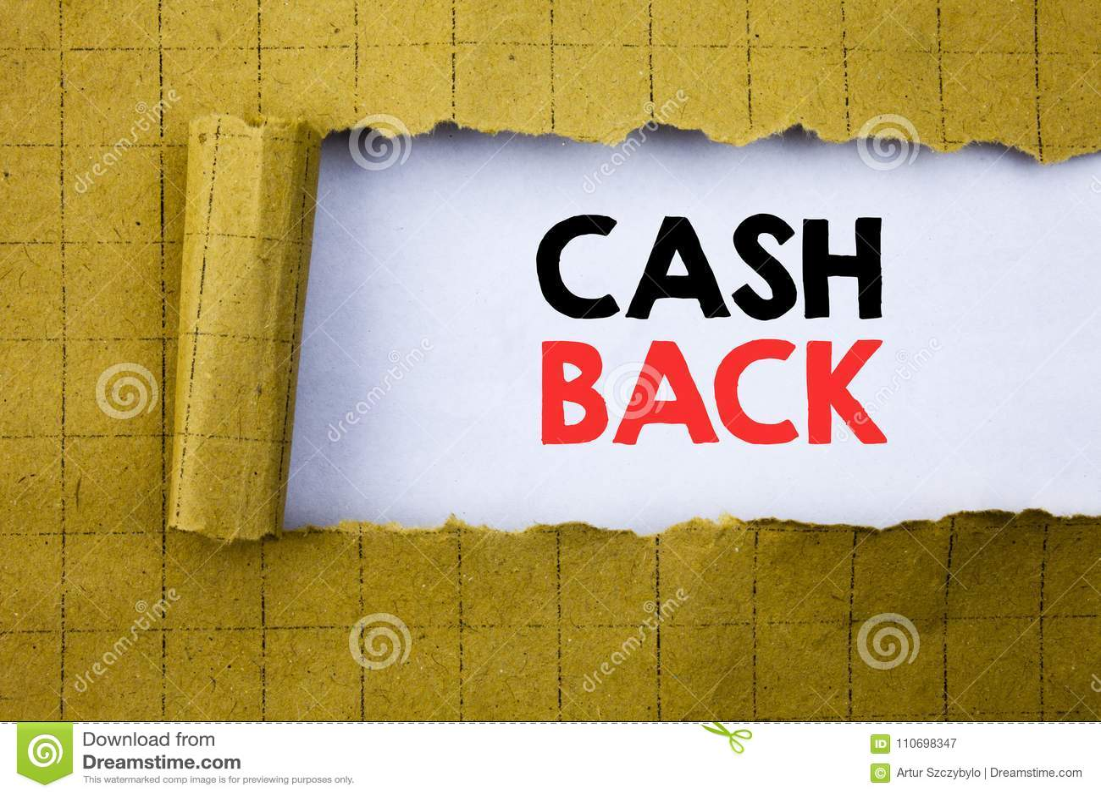 Kassa tillbaka Cashback Affärsidéen för pengarförsäkring som var skriftlig på vitbok på gulingen, vek papper