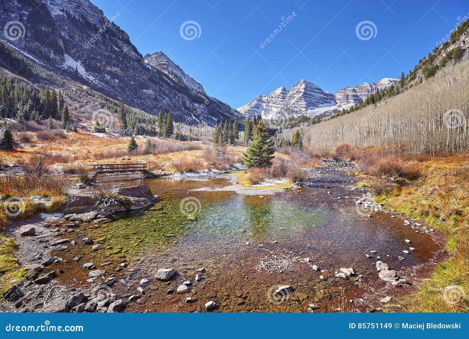 Kastanienbraune Bell-Gebirgsherbstlandschaft, Colorado, USA