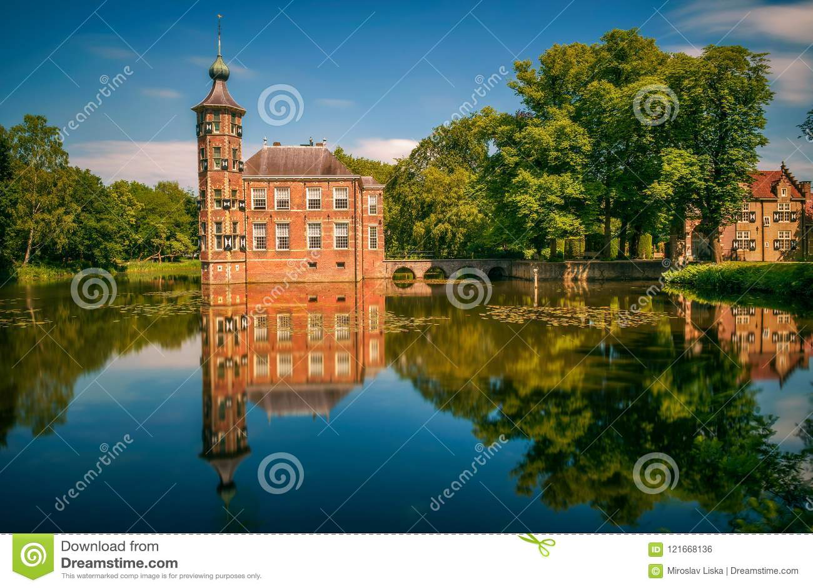 Kasteel Bouvigne en het omringende park in Breda, Nederland