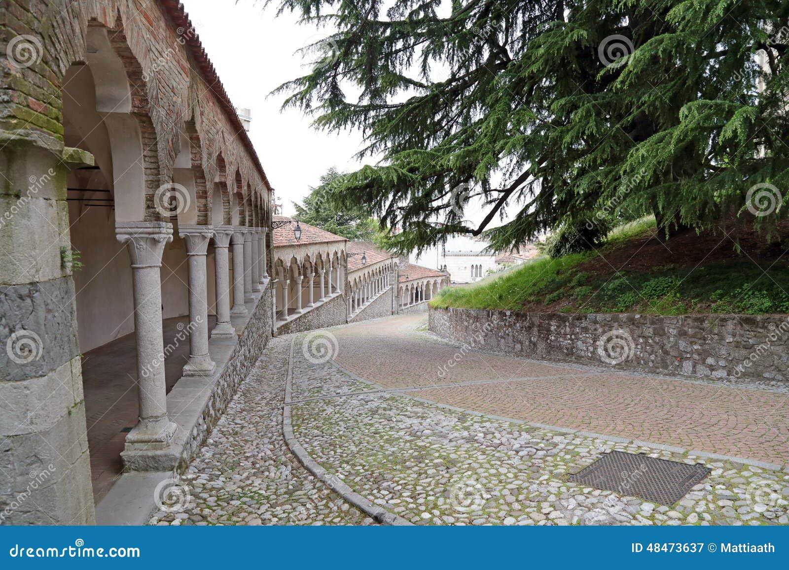 Kasztel Udine, Włochy
