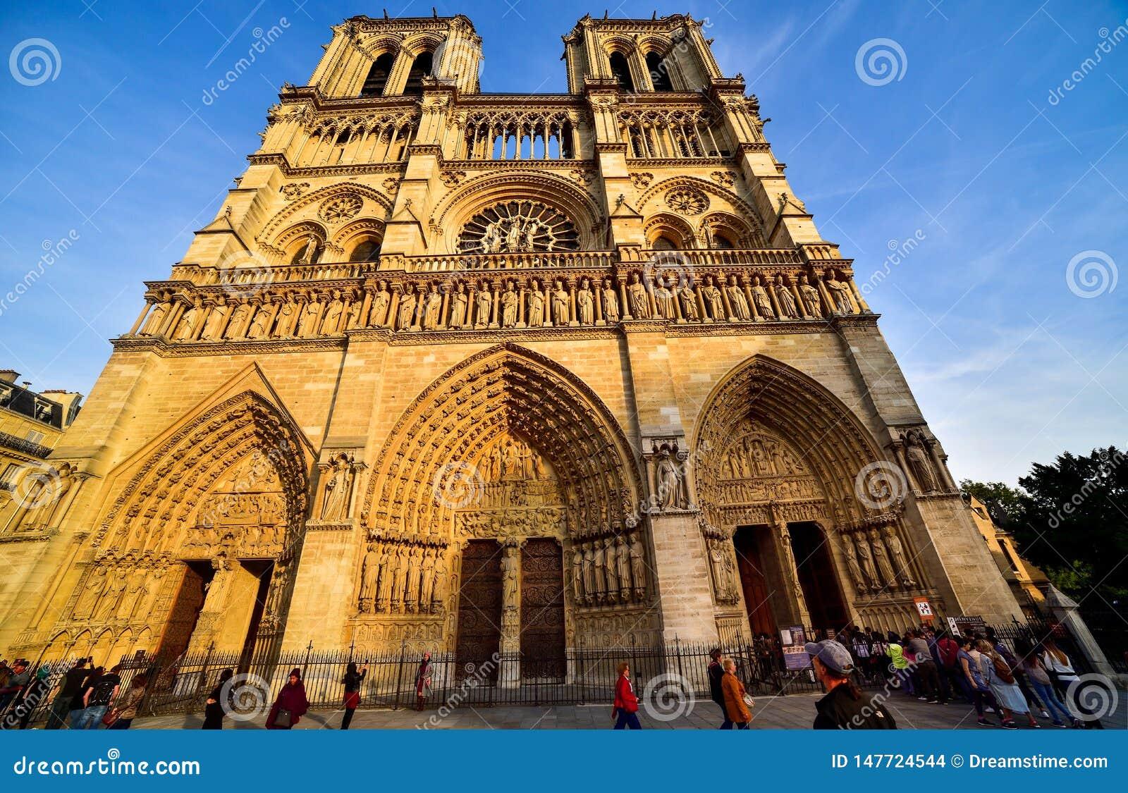 Katedralny notre dame Pary?a