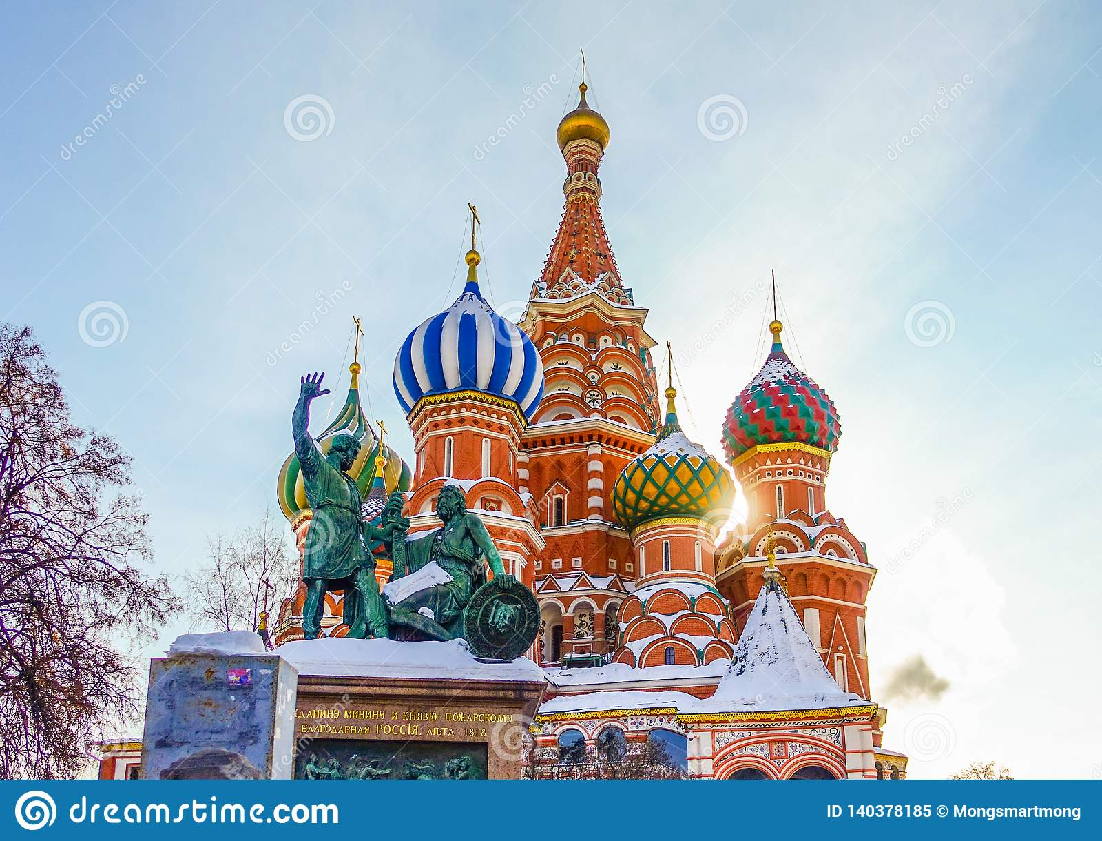 001 - Kathedralen-Postkartenansicht St.-Basilikums des roten Quadrats und des MOSKAUS, RUSSLAND