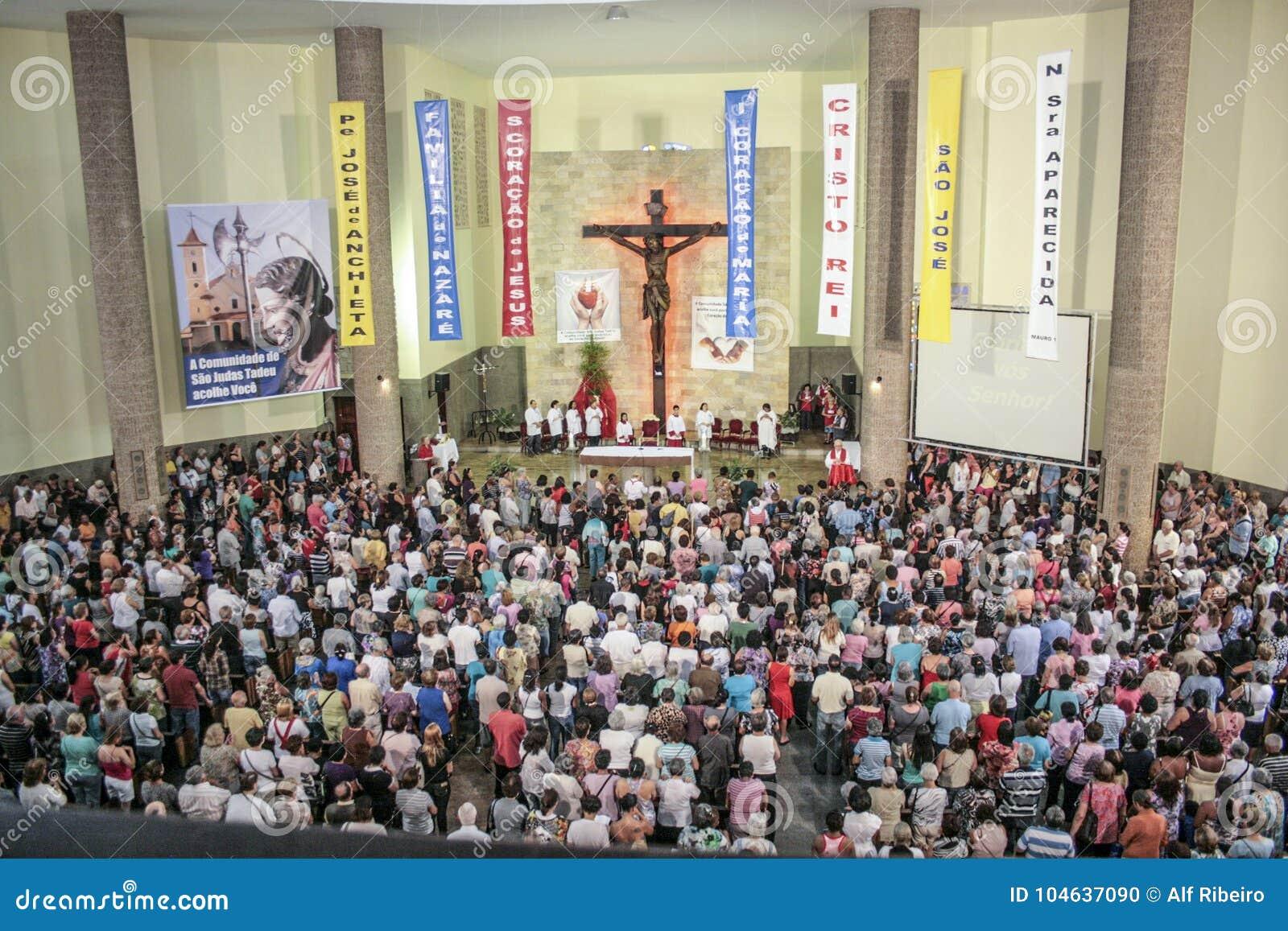 Download Katholieke Massa Ter Ere Van St Jude Day Redactionele Afbeelding - Afbeelding bestaande uit christen, building: 104637090
